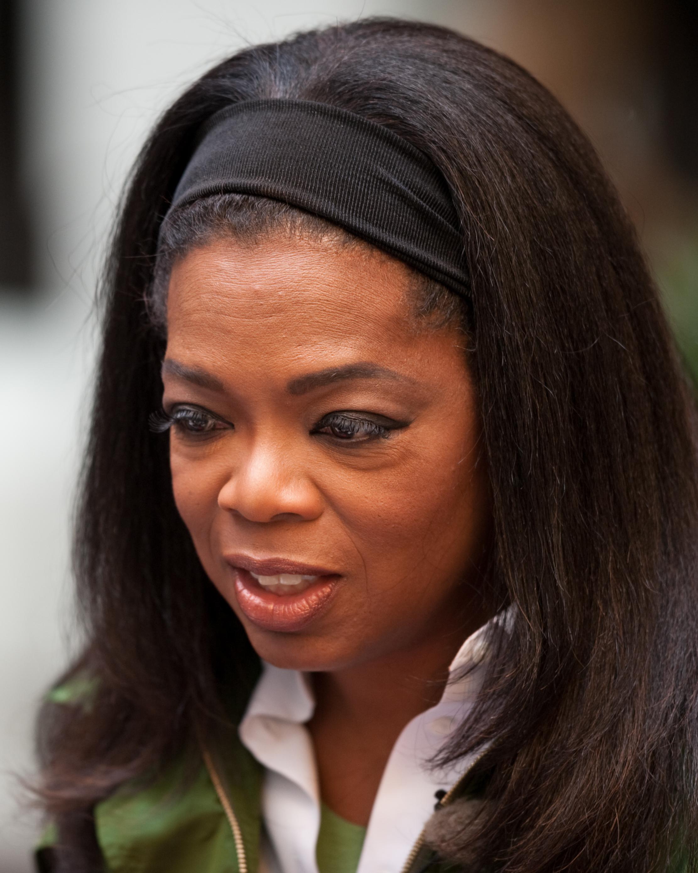 Oprah Winfrey in Strøget, Denmark on 30 September 2009 (cropped).jpg