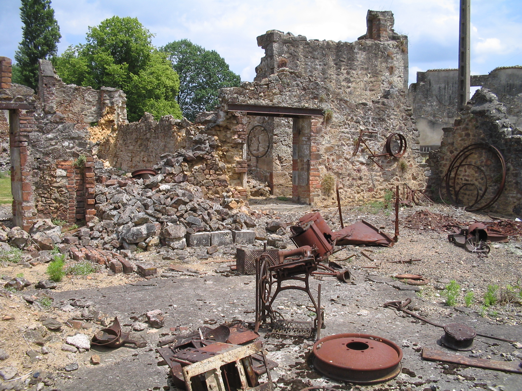 http://upload.wikimedia.org/wikipedia/commons/0/0b/Oradour-sur-Glane-Hardware-1342.jpg