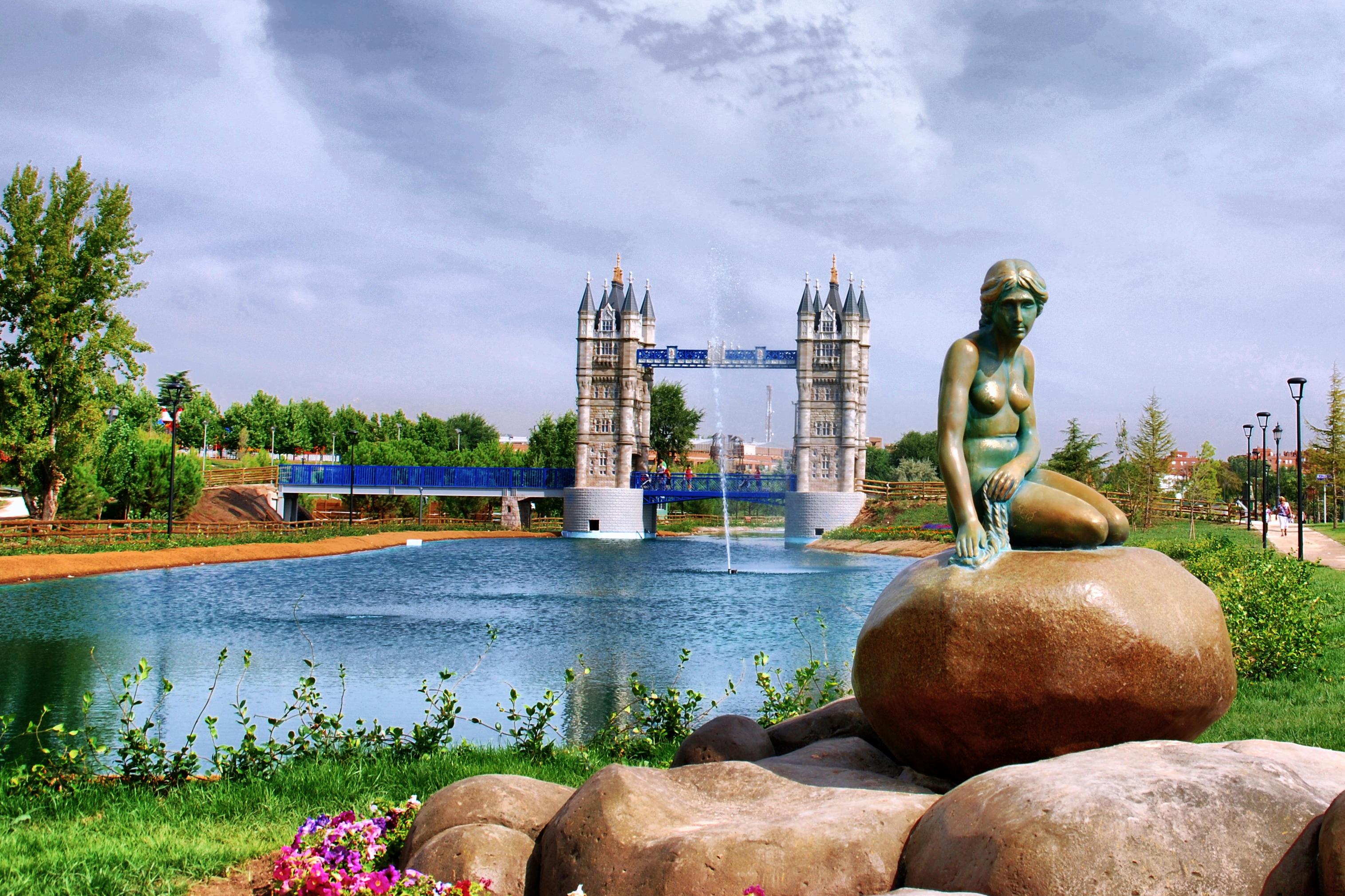 Parque europa un paseo por europa sin salir de madrid for Jardines que visitar en madrid