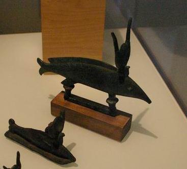 File:Poissons bronze egypte.jpg