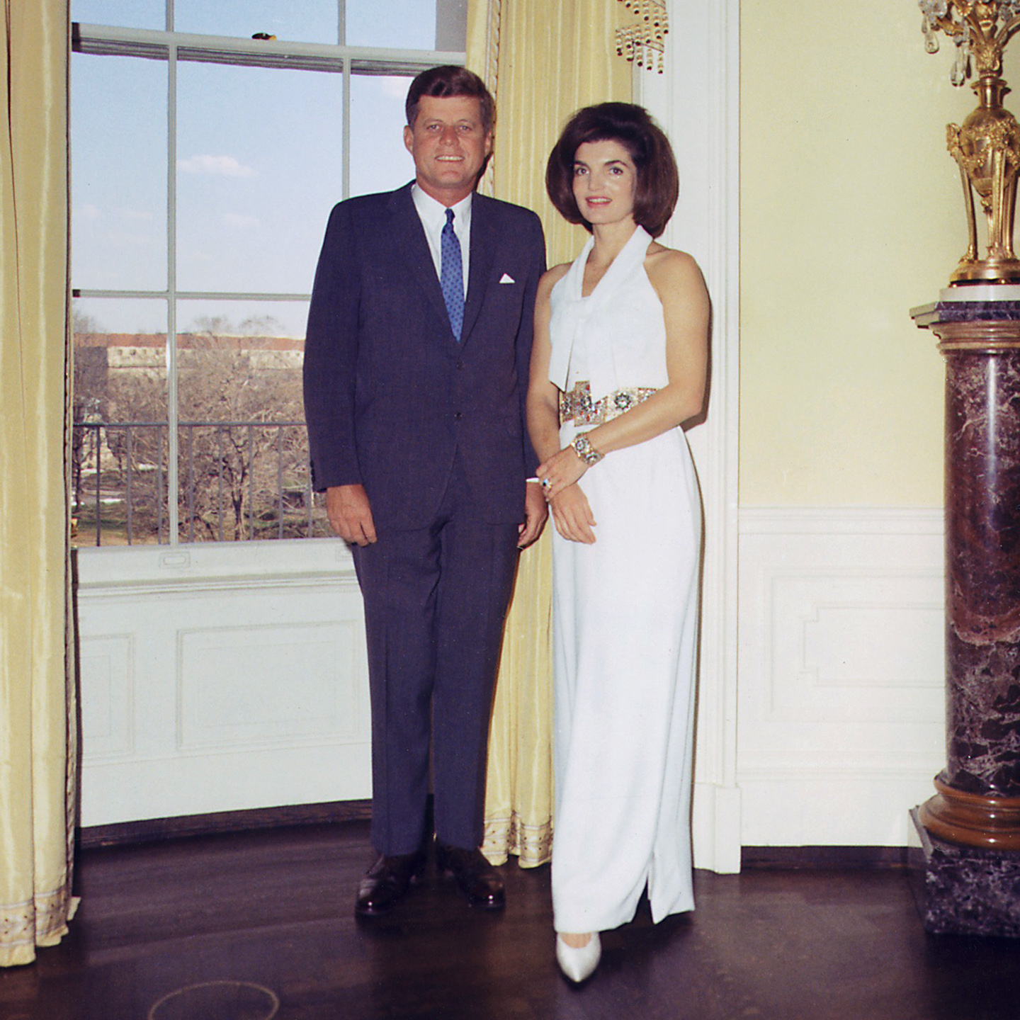 File:President And First Lady, Portrait Photograph. President Kennedy, Mrs. Kennedy. White House