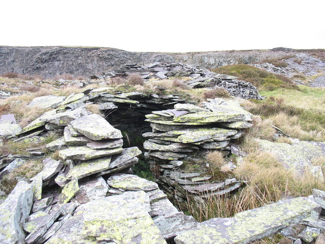 File:Primitive shelter at Chwarel Fawr - geograph.org.uk ...