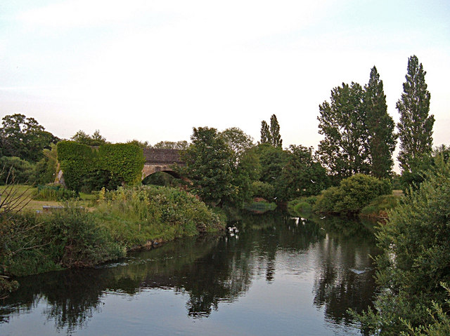 River Stour, Blandford Forum - geograph.org.uk - 864958