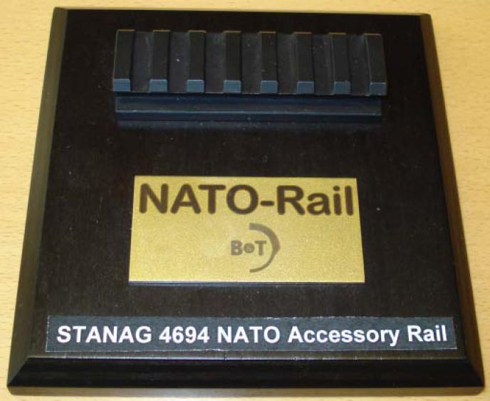 El juego de las imagenes-http://upload.wikimedia.org/wikipedia/commons/0/0b/STANAG_4694_%E2%80%9CNATO_Accessory_Rail%E2%80%9D_3.jpg