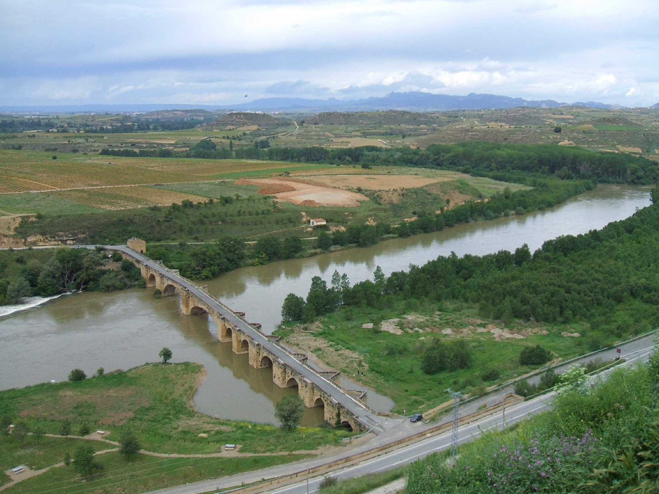 Der Ebro Fluss in der Nähe von San Vicente de la Sonsierra in der Region La Rioja © von Zarateman (Eigenes Werk) [CC0], via Wikimedia Commons