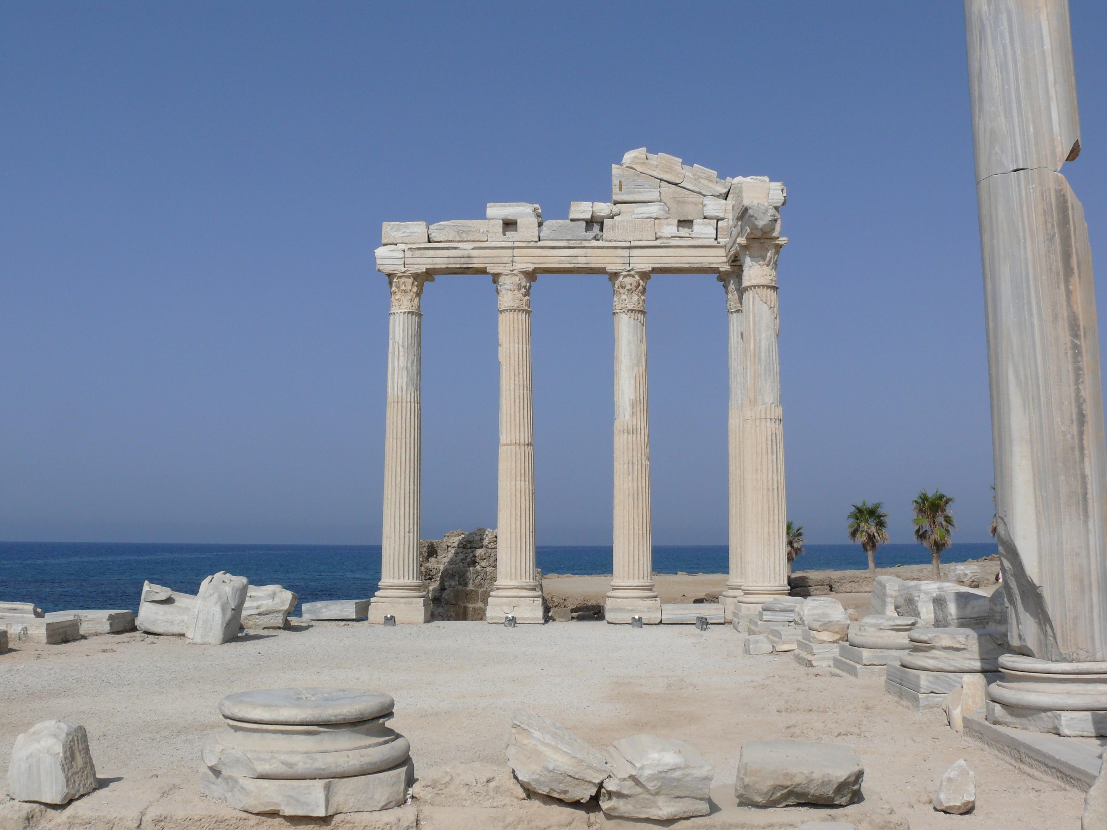 File:Side apollo tempel 9.JPG - Wikimedia Commons