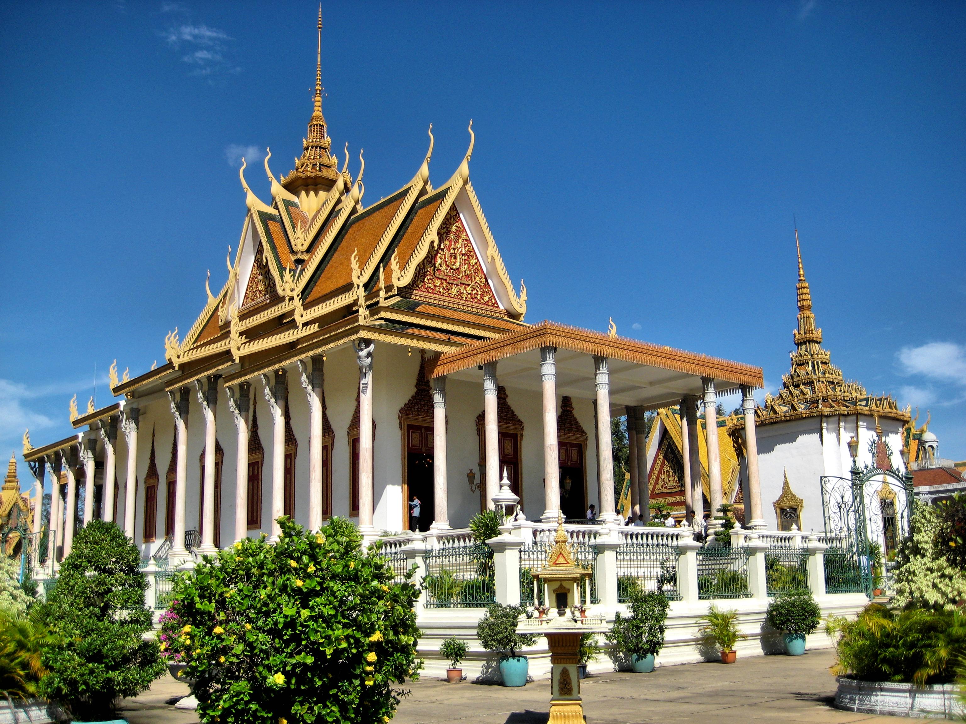 silver pagoda (1502645829).jpg
