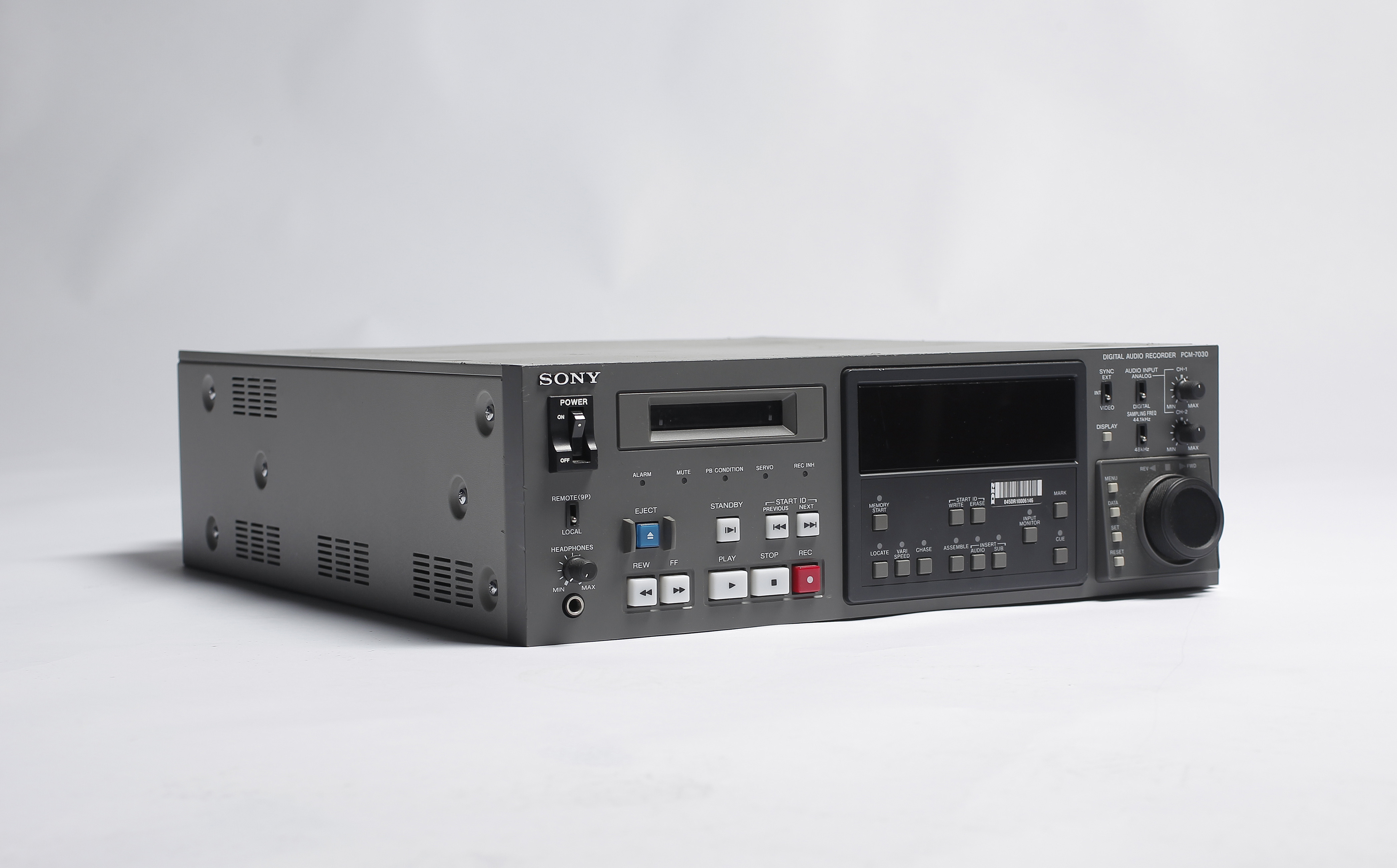 digital audio Digitizing analog audio sources the basics of digital audio sample rate  sample size (also called bit depth or resolution) bit rate (number of bits per .