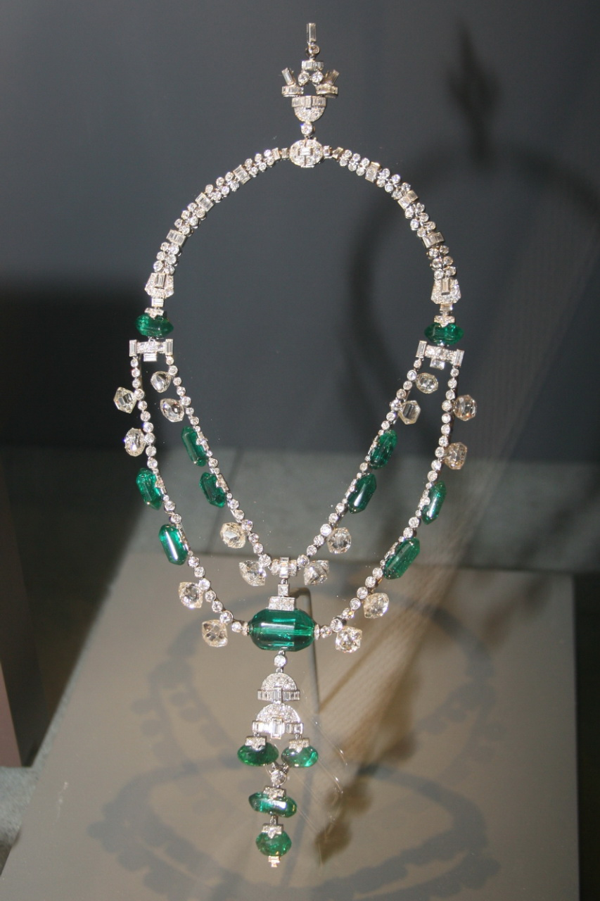 http://upload.wikimedia.org/wikipedia/commons/0/0b/Spanish_Inquisition_Necklace.jpg