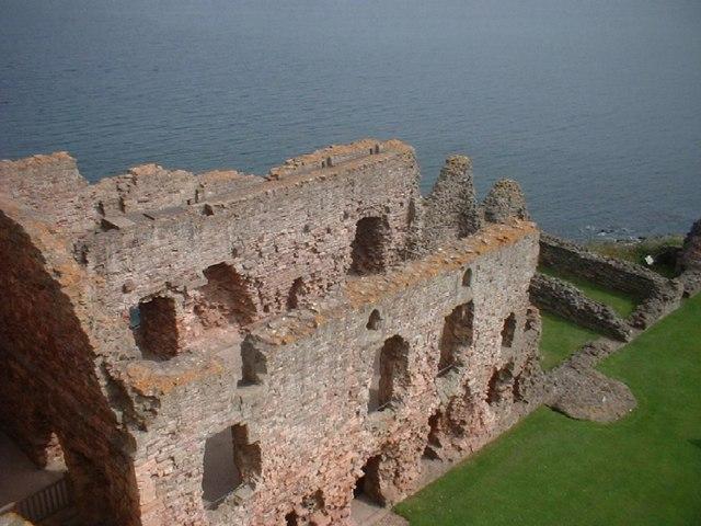 Tantallon Castle - geograph.org.uk - 267134