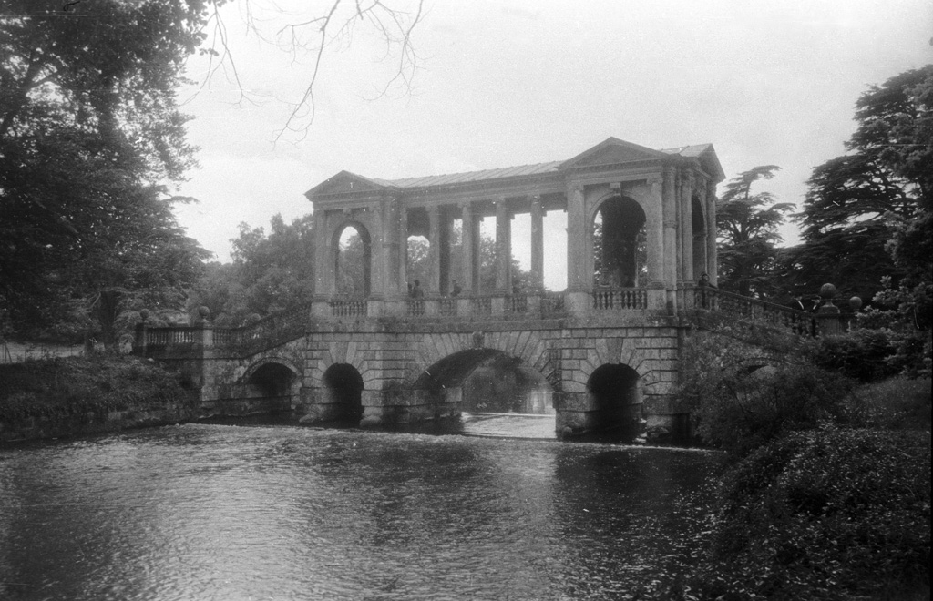 File:The Palladian Bridge At Wilton House, England, UK Den Palladianska Bron