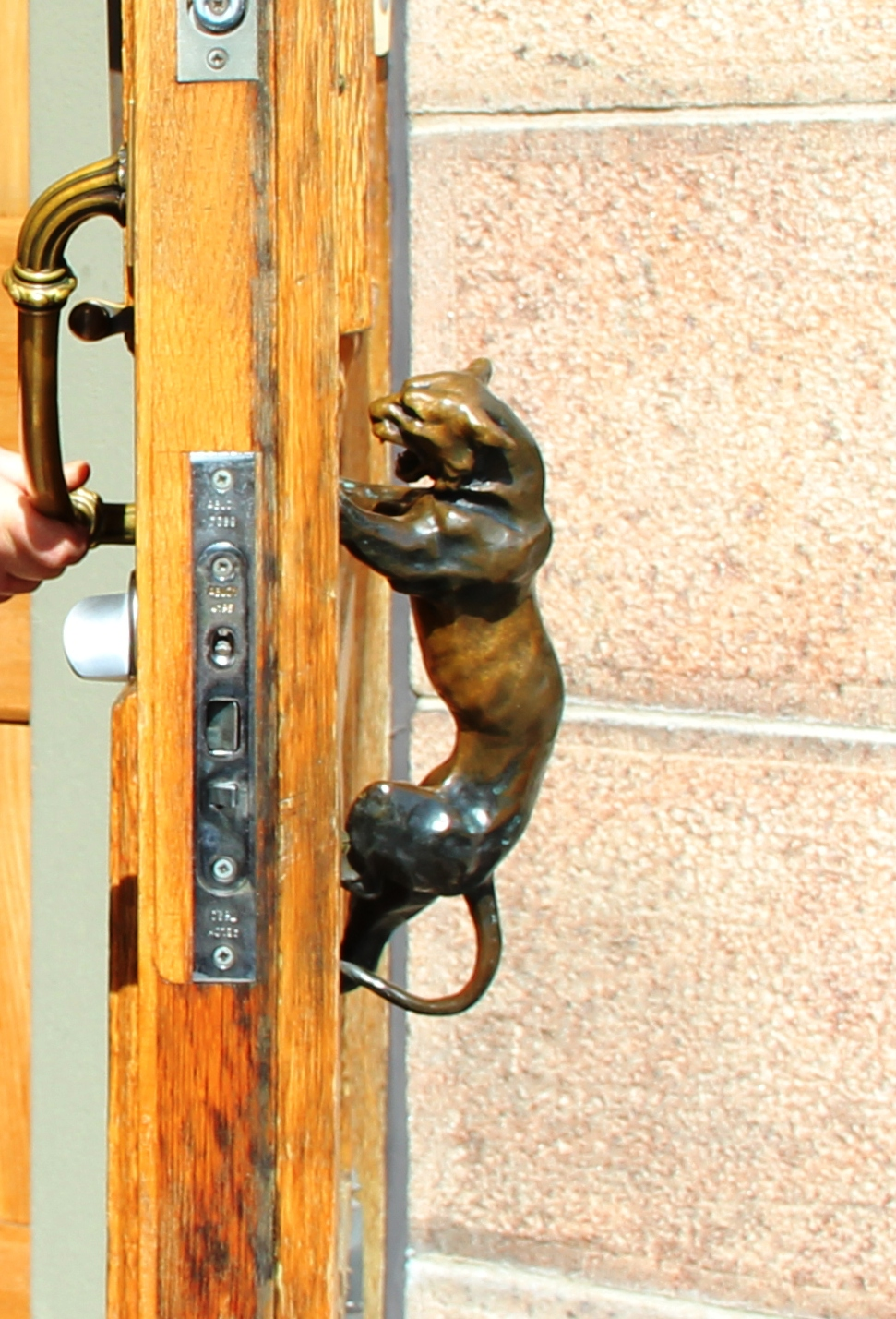 File Turku Art Museum Front Door Handle 3 Jpg Wikimedia