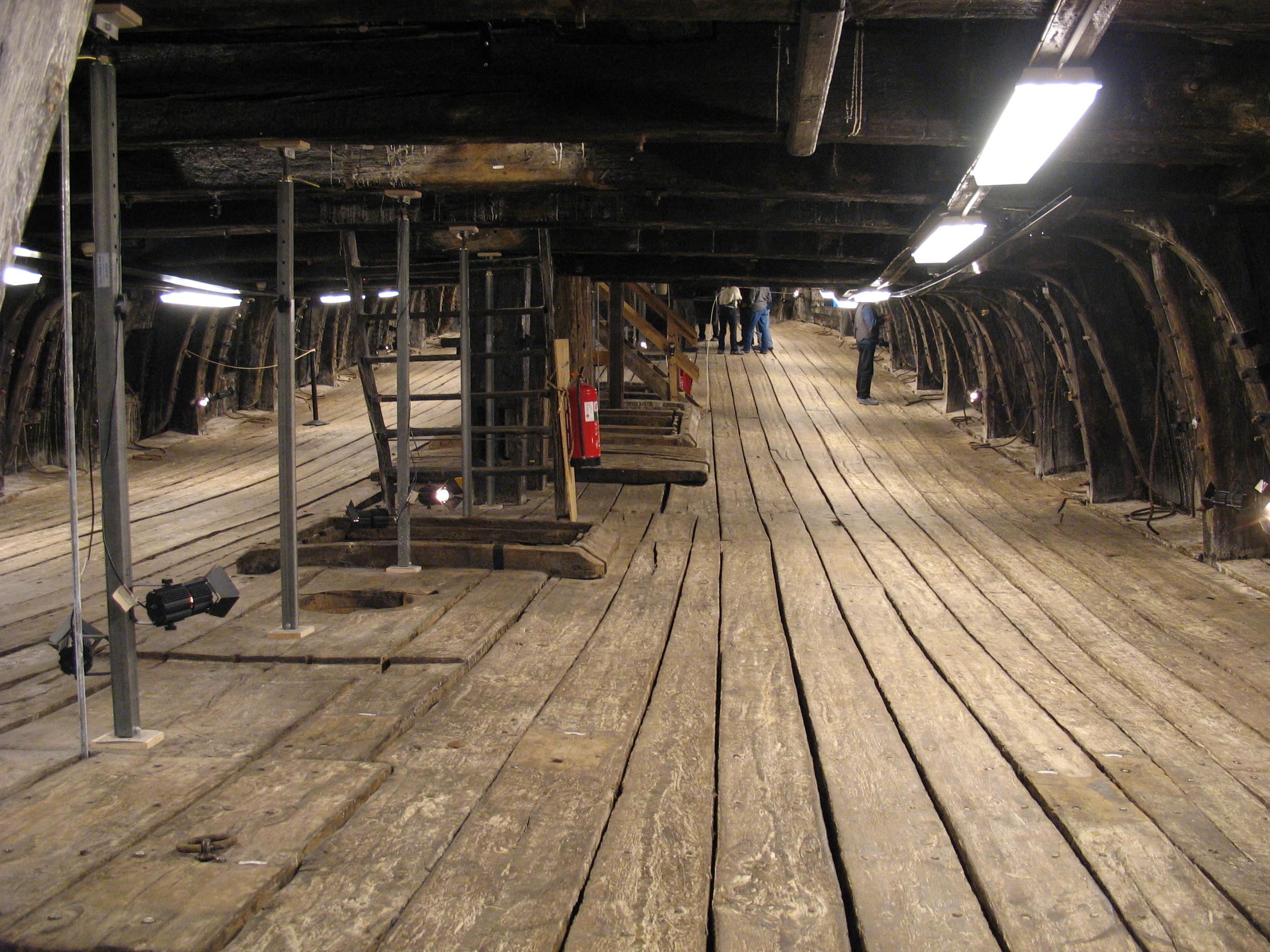 File Vasa Lower Gun Deck 1 Jpg Wikimedia Commons