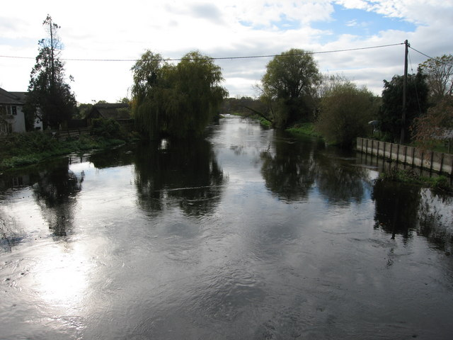 File:View downriver from old road bridge - geograph.org.uk - 660647.jpg