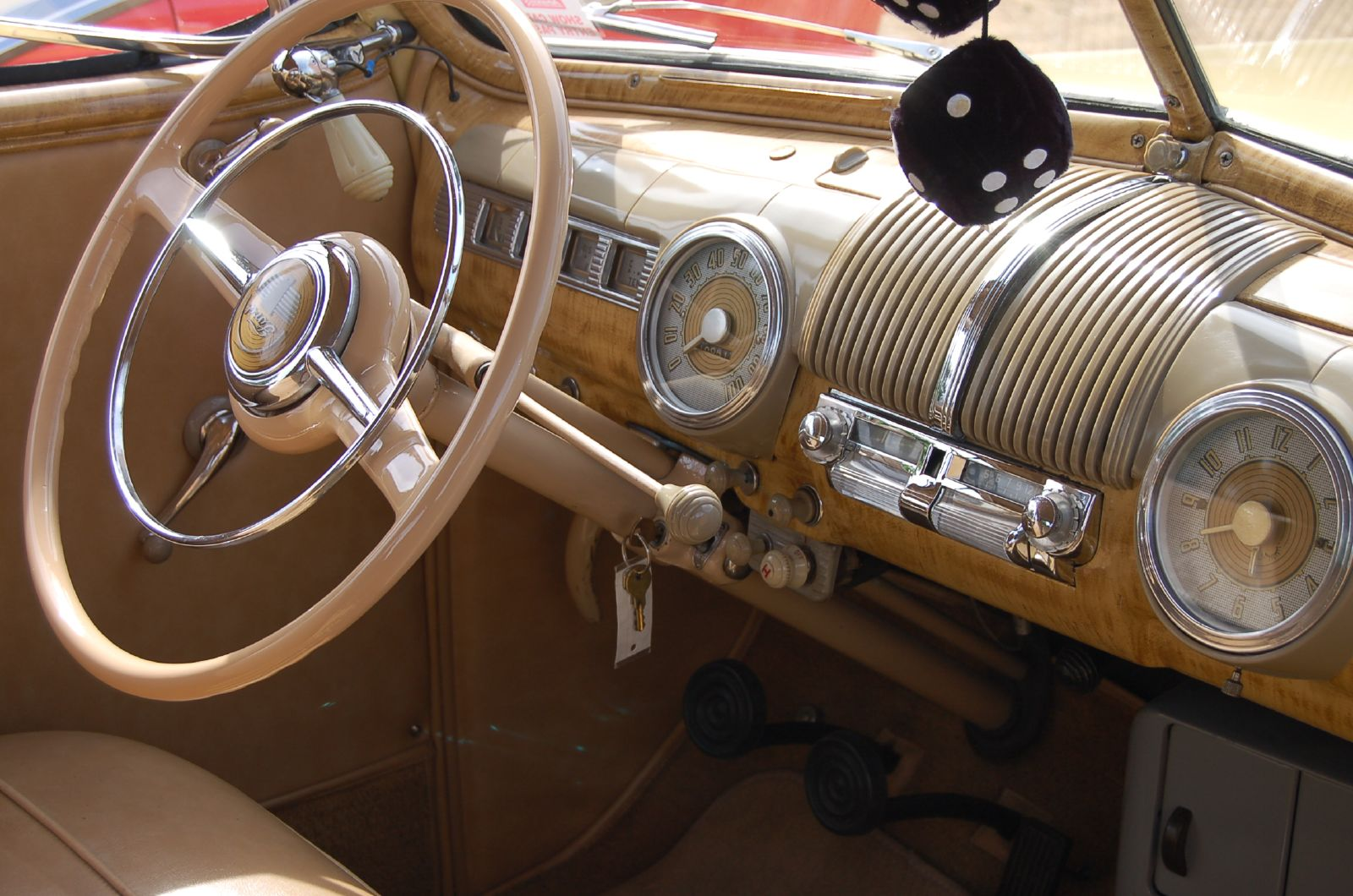 1947_Ford_dashboard_(1144267412).jpg