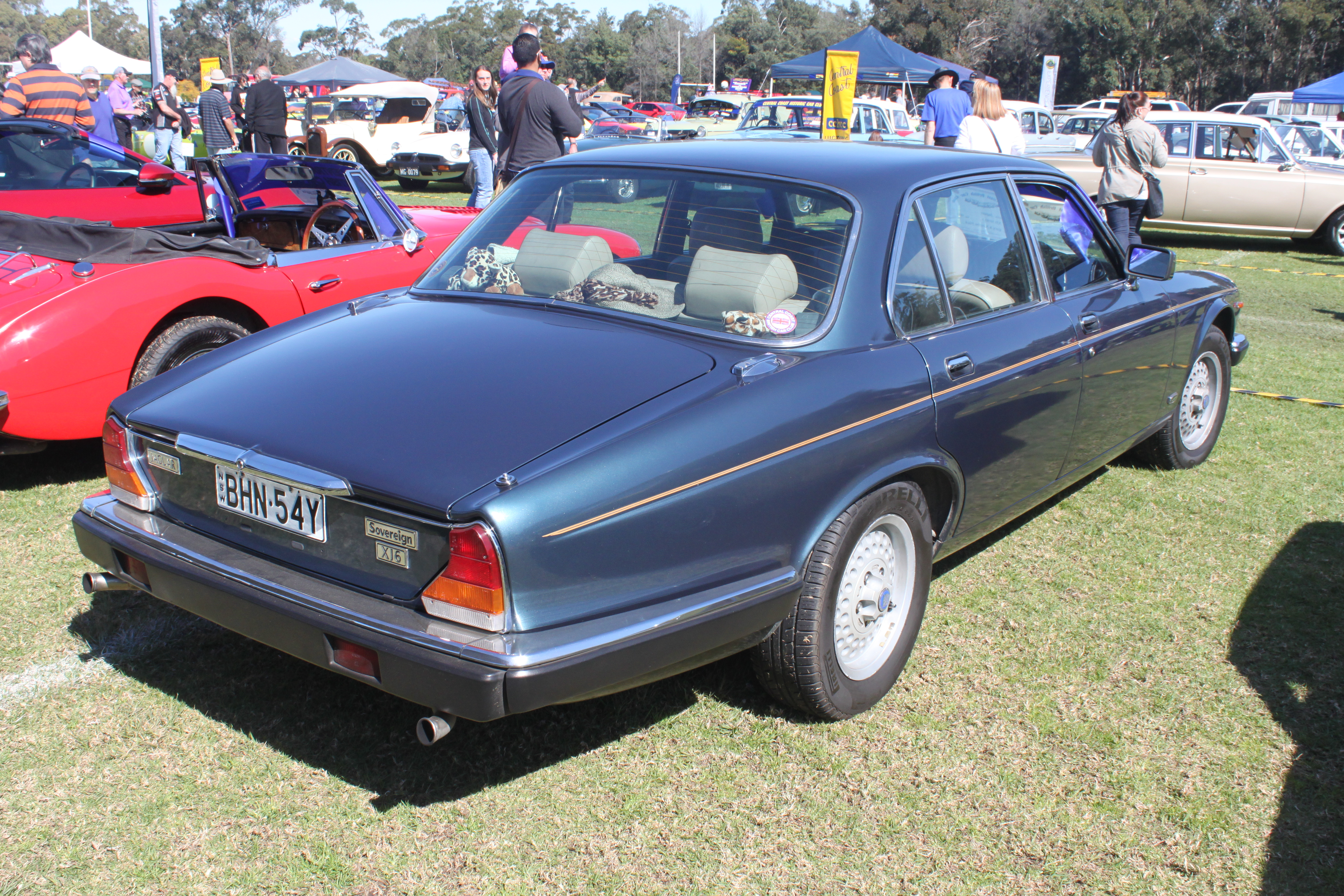 file 1983 jaguar xj6 series 3 sovereign sedan 21595453589 jpg wikimedia commons. Black Bedroom Furniture Sets. Home Design Ideas