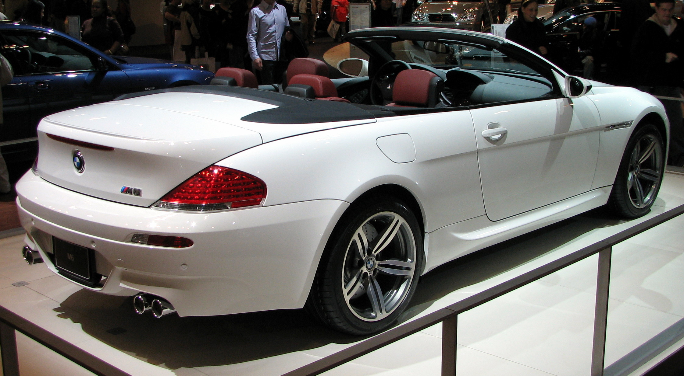 File:2007 BMW M6 Convertible E64 snow white.jpg - Wikimedia Commons