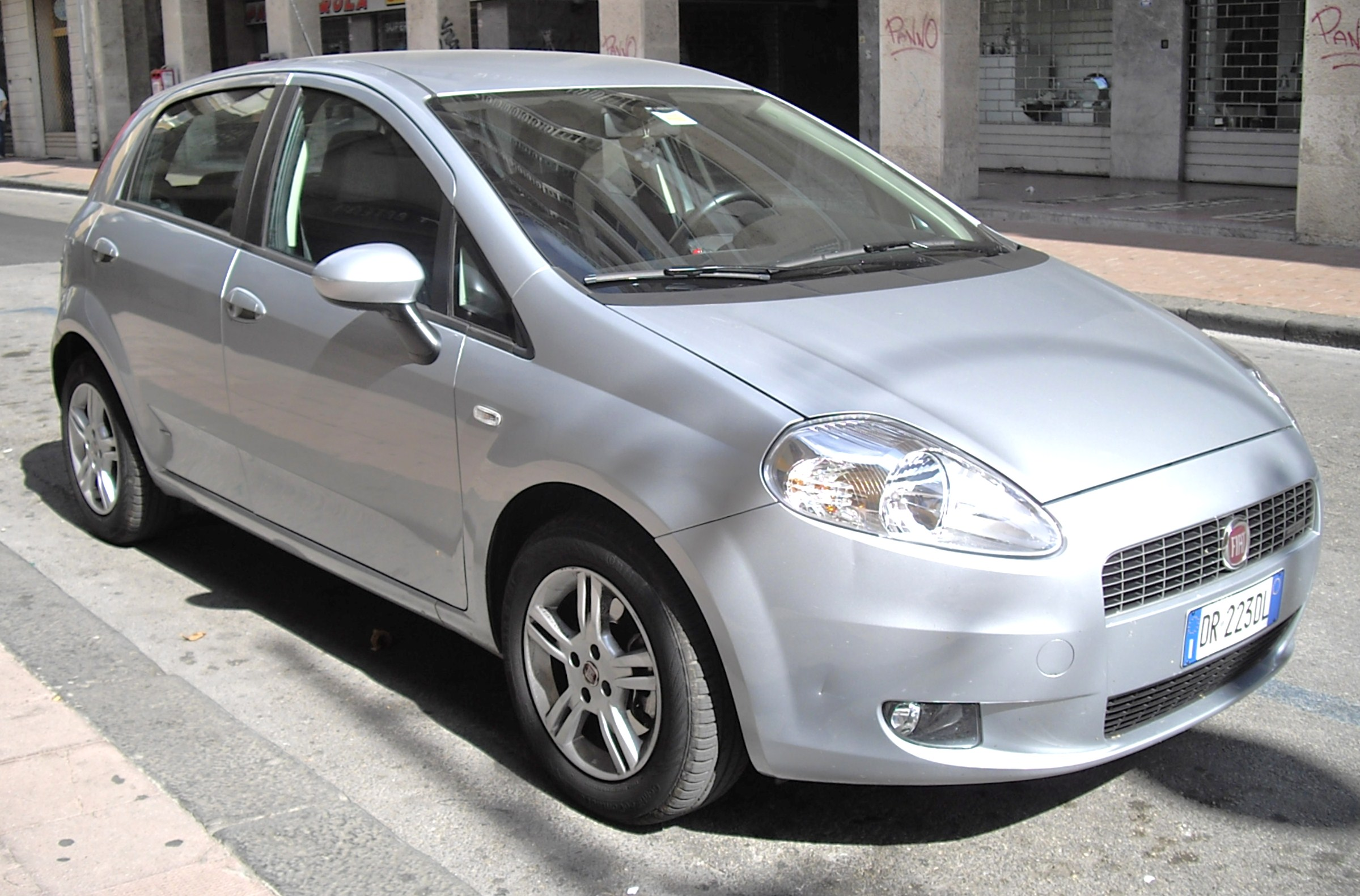 fiat grande punto pictures posters news and videos on your pursuit hobbies interests and. Black Bedroom Furniture Sets. Home Design Ideas