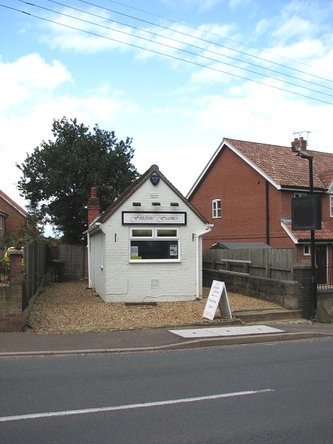 A tiny shop - geograph.org.uk - 953143.jpg