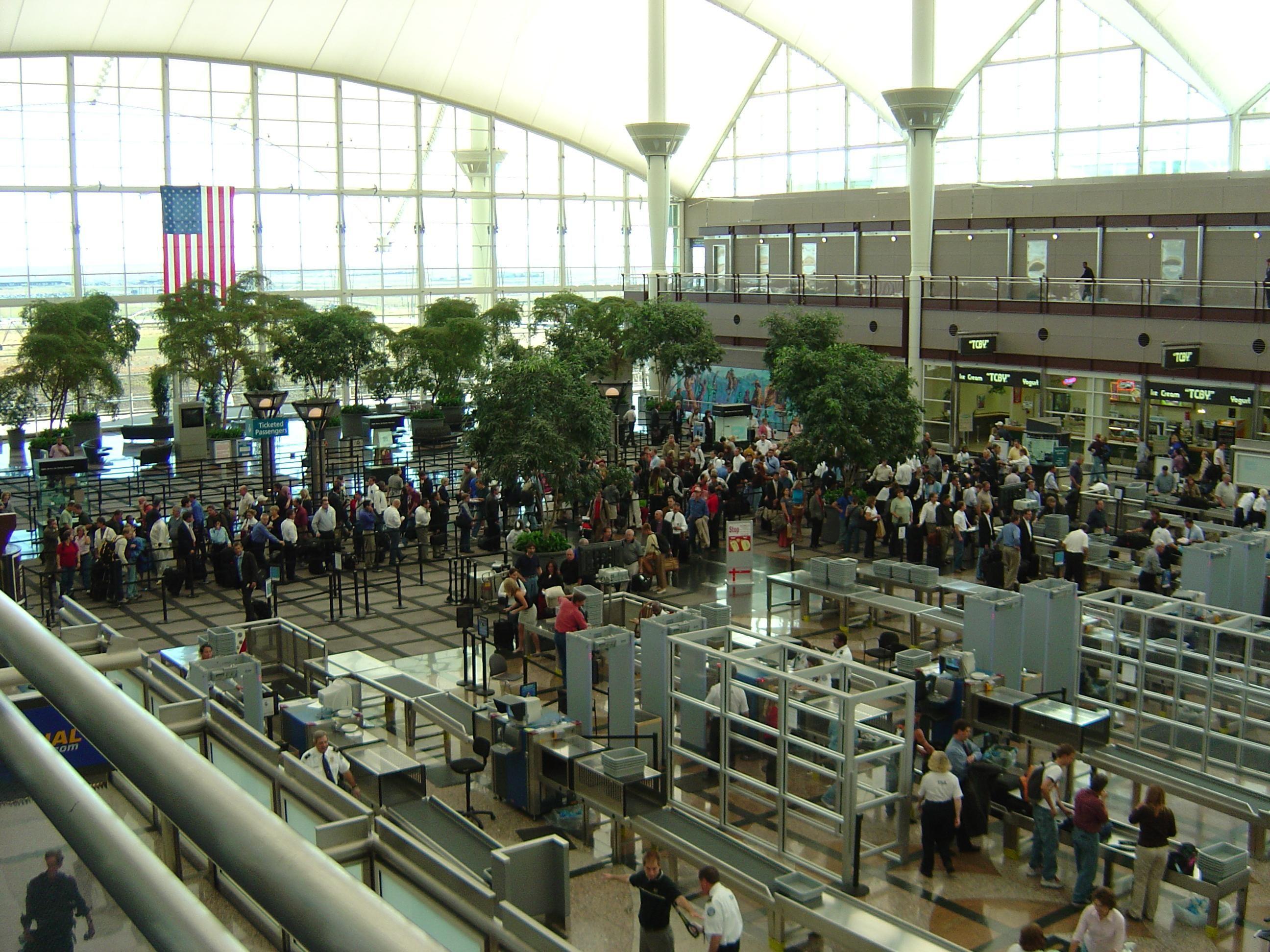 Airport_security_lines.jpg (2592×1944)