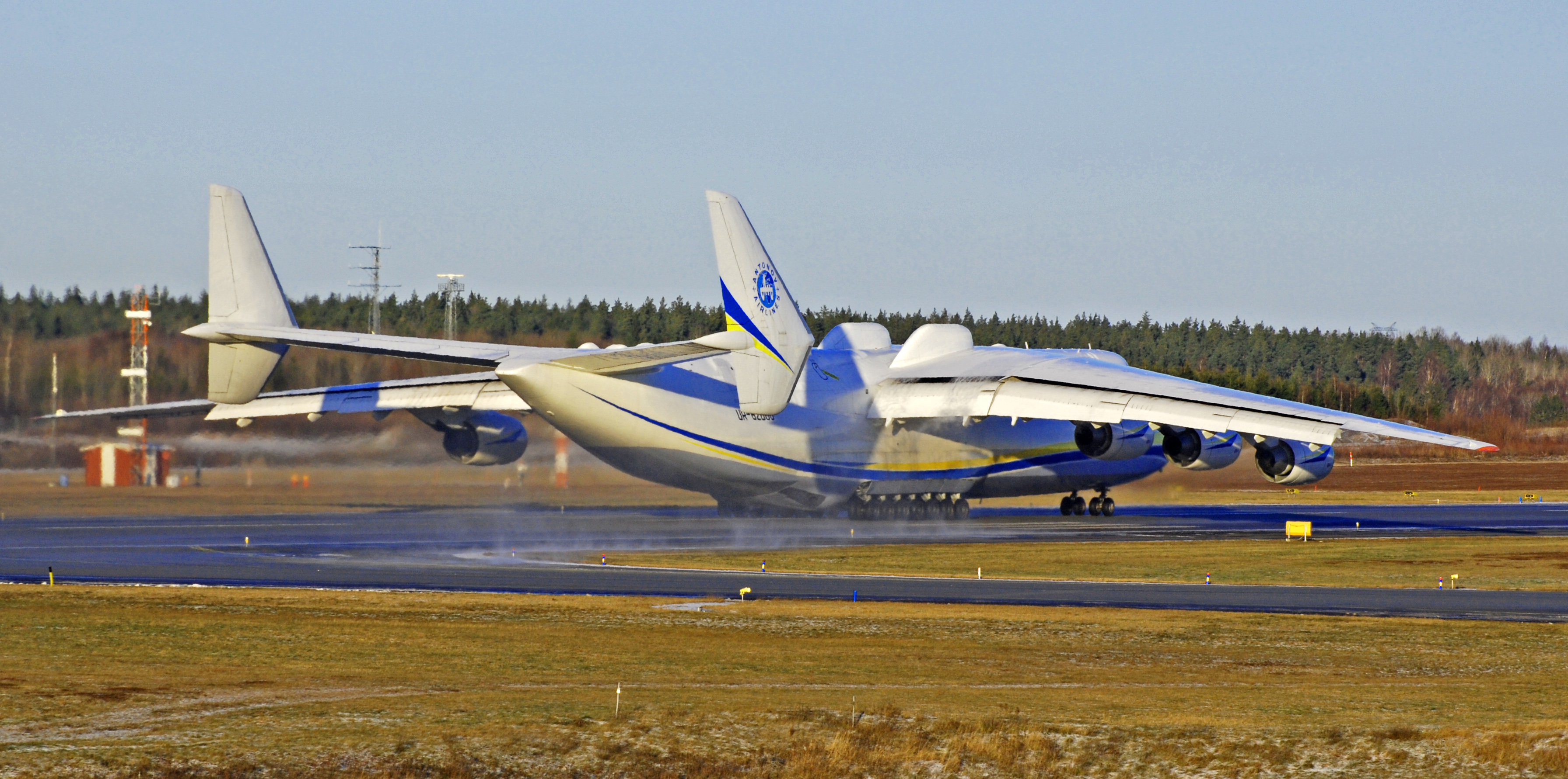 File:Antonov An-225 ready for takeoff.jpg