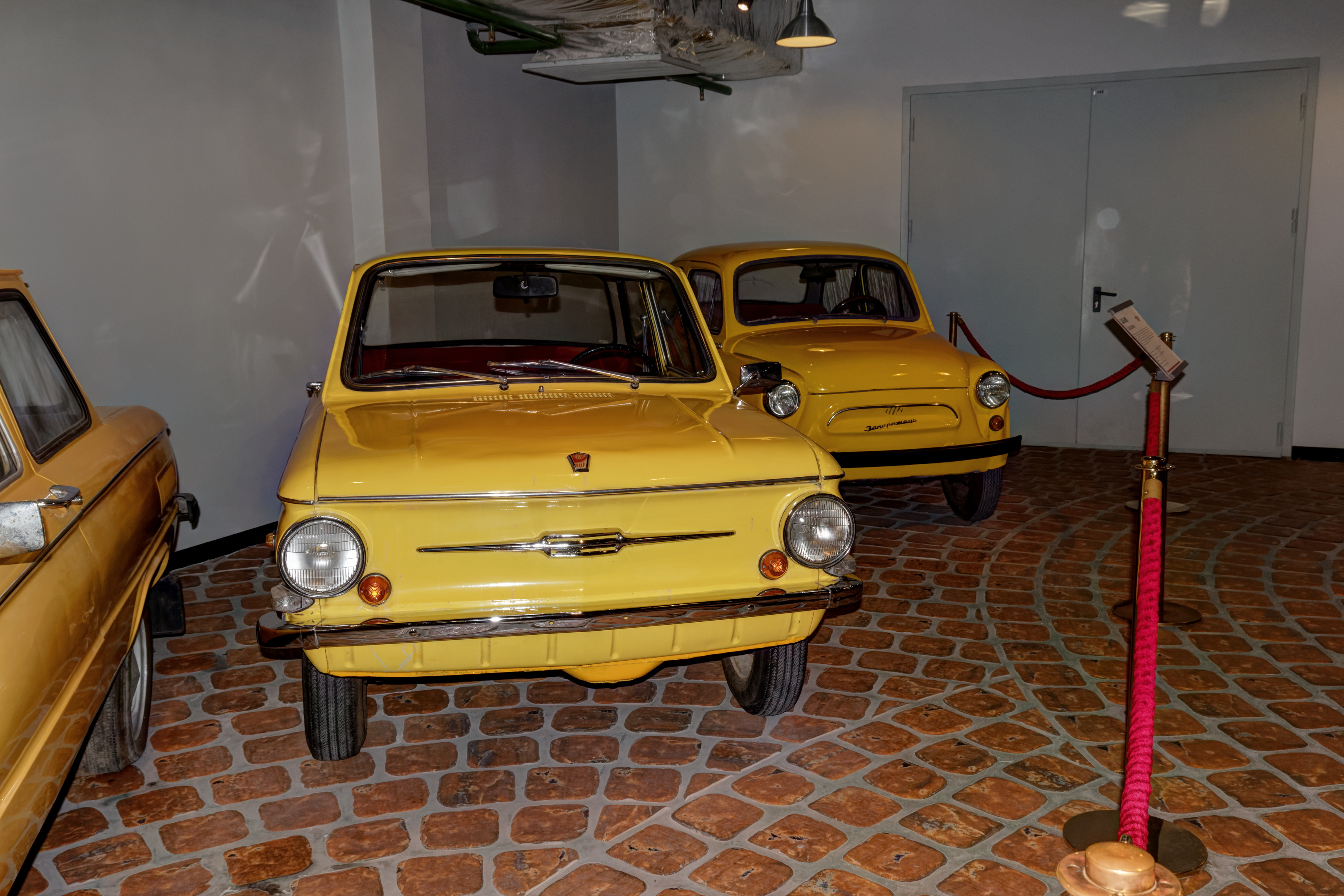 File:Arkhangelskoye Vadim Zadorozhnys Vehicle Museum ZAZ-968 and ...