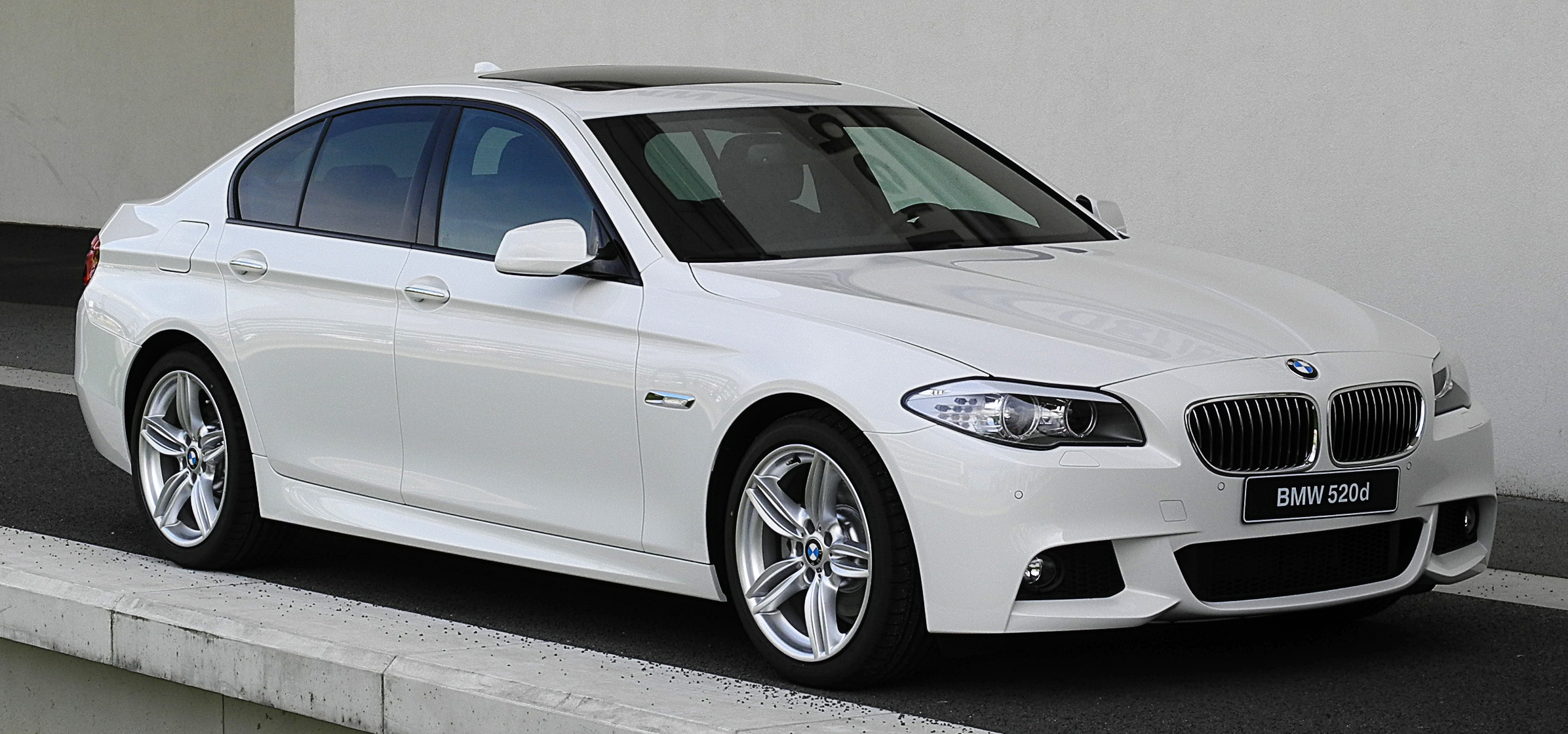 file bmw 520d m sportpaket f10 frontansicht 1 2 juli 2011 d wikipedia. Black Bedroom Furniture Sets. Home Design Ideas