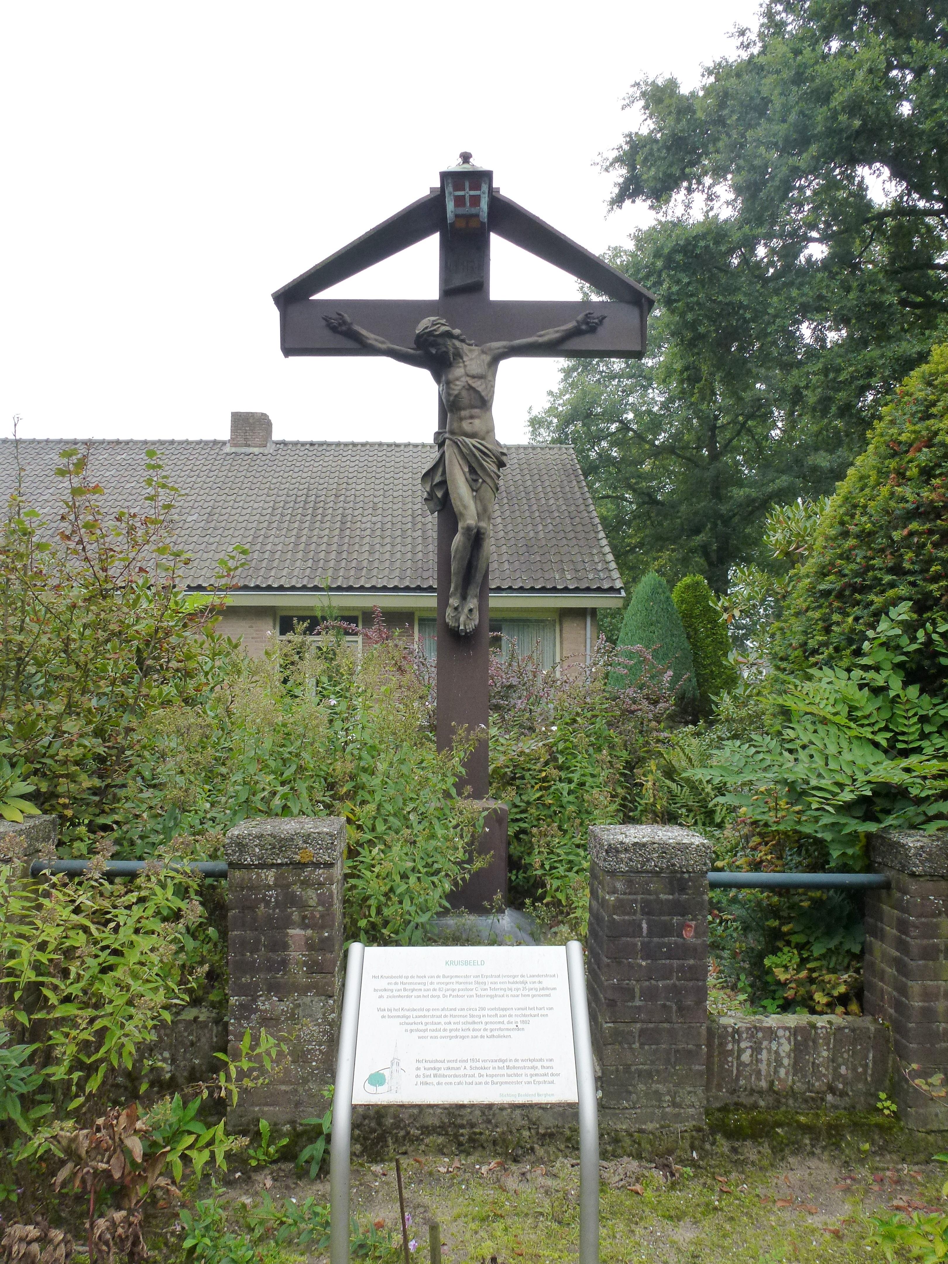 File Berghem Oss Nl Wegkruis Bij Burg V Erpstraat 55 Jpg Wikimedia Commons