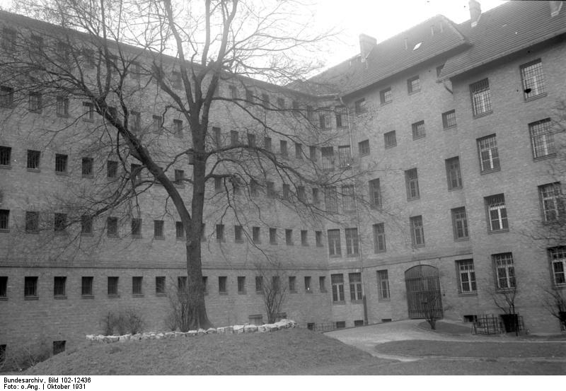 Frauengefängnis Barnimstraße Bundesarchiv, Bild 102-12436 / CC-BY-SA 3.0 [CC BY-SA 3.0 de (https://creativecommons.org/licenses/by-sa/3.0/de/deed.en)], via Wikimedia Commons
