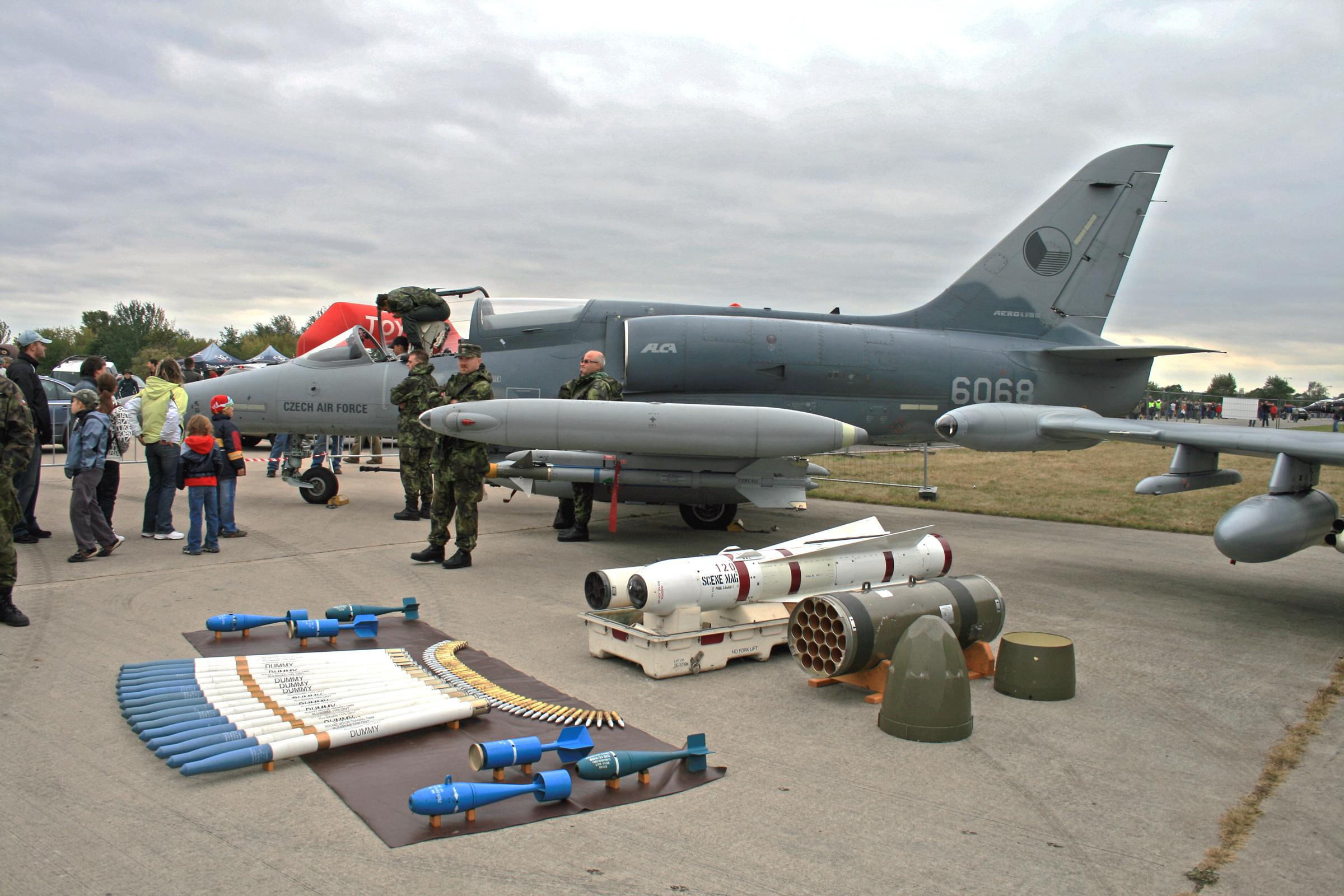 بوليفا تنوي شراء 20 مقاتلة حربية لمحاربة المخدرات CIAF_2009_Alca_L-159_1
