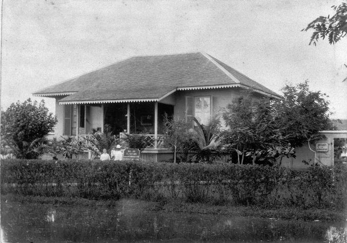 File collectie tropenmuseum het huis van een notaris tmnr wikimedia commons - Amenager een voorgerecht van het huis ...