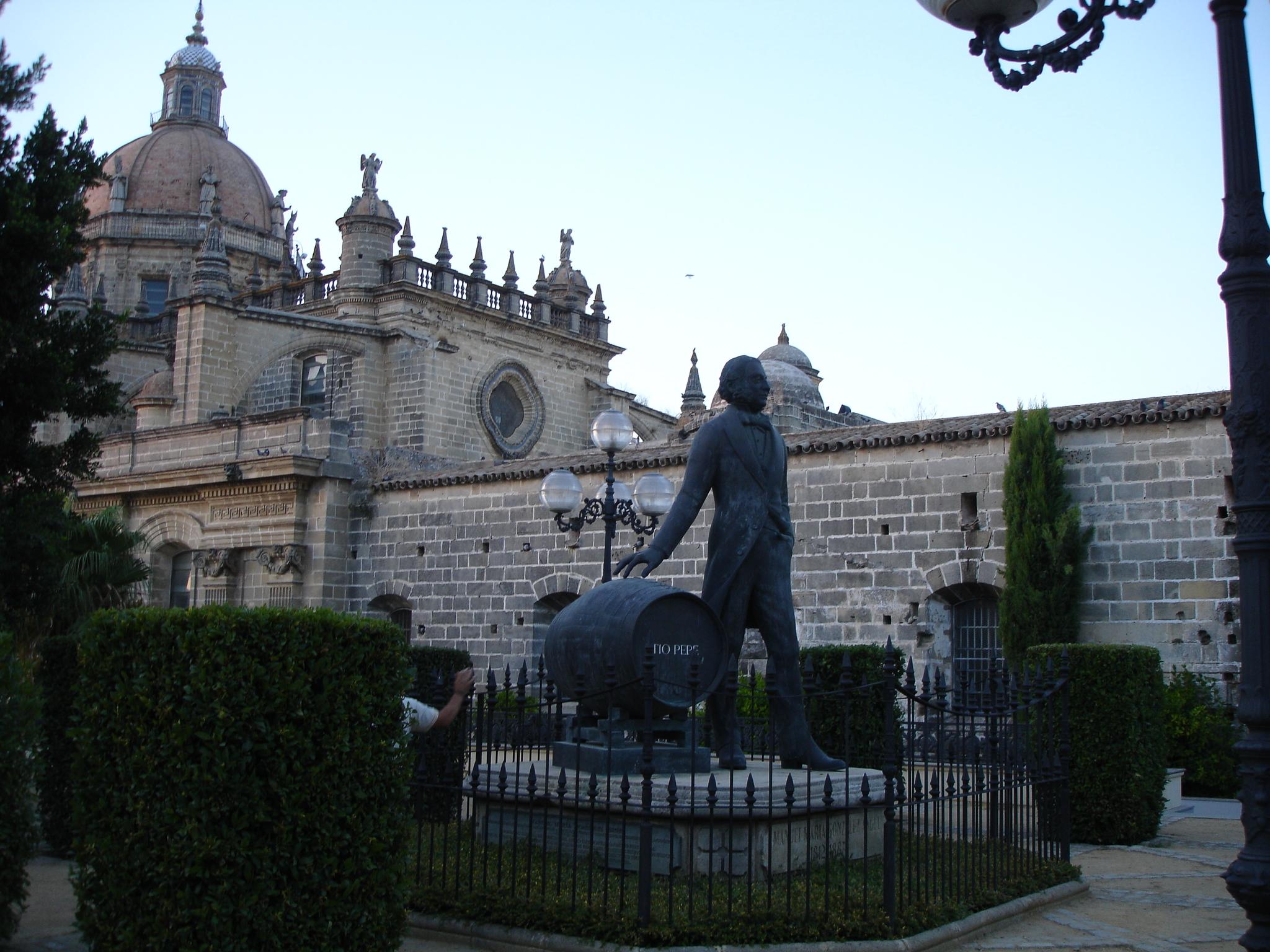 http://upload.wikimedia.org/wikipedia/commons/0/0c/Catedral-Jerez-Dsc02975.jpg