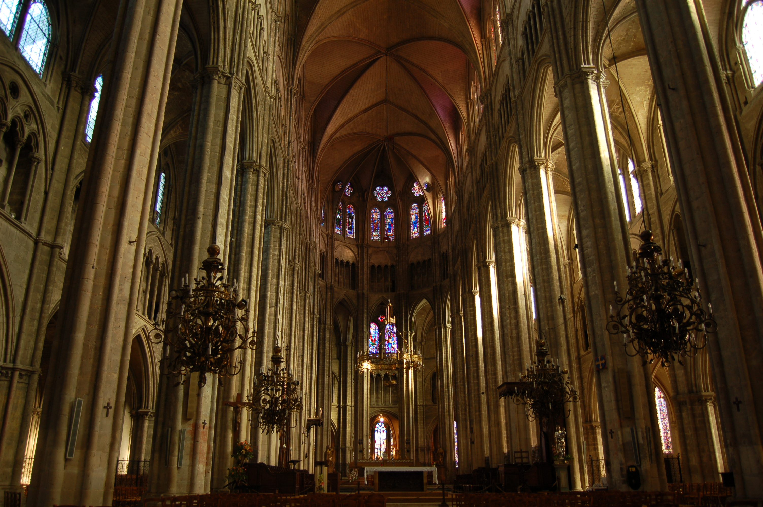 File cathedrale bourges interieur jpg wikimedia commons for La paix interieur