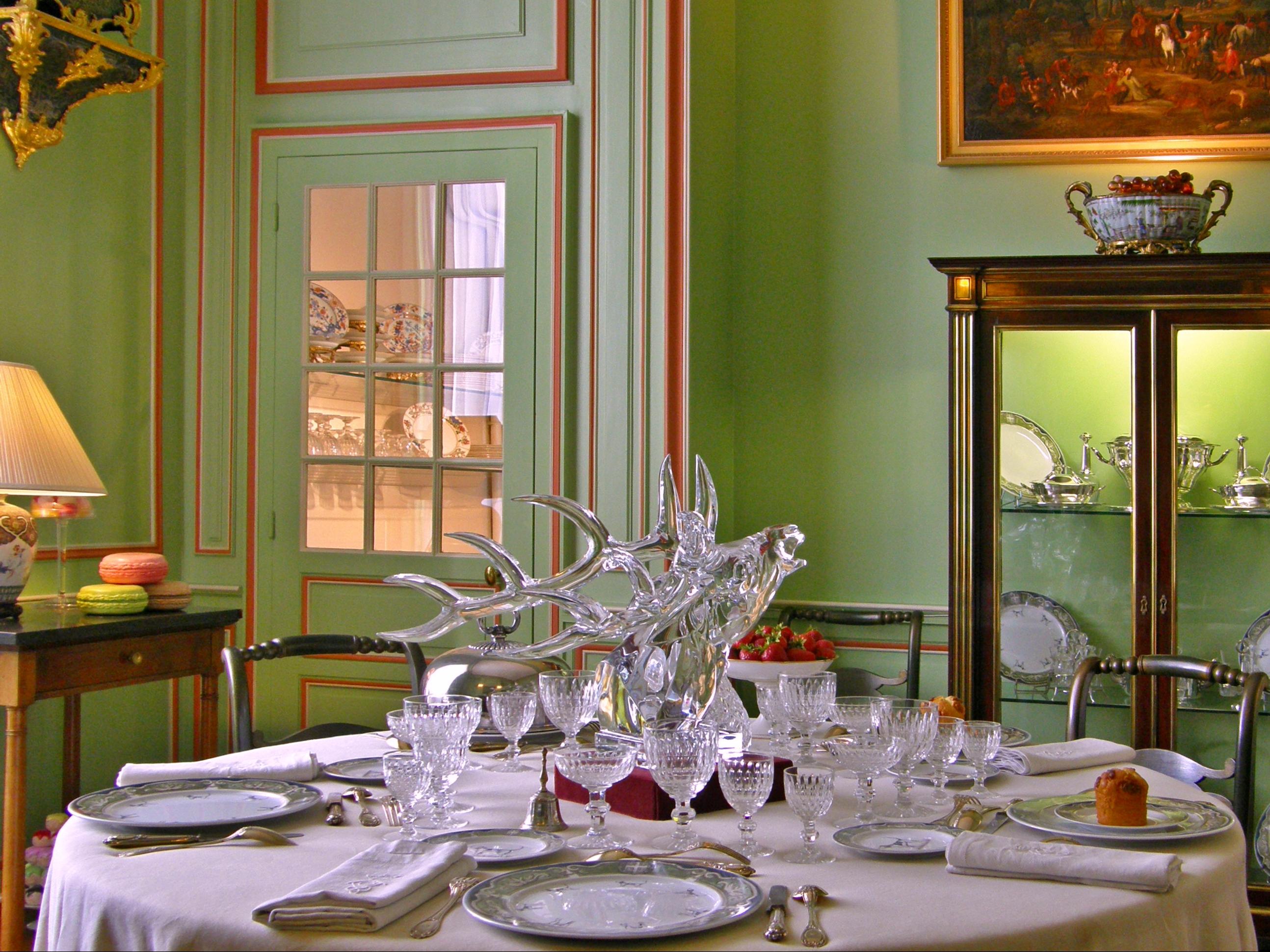 Petite table salle a manger maison design for Petite salle a manger design