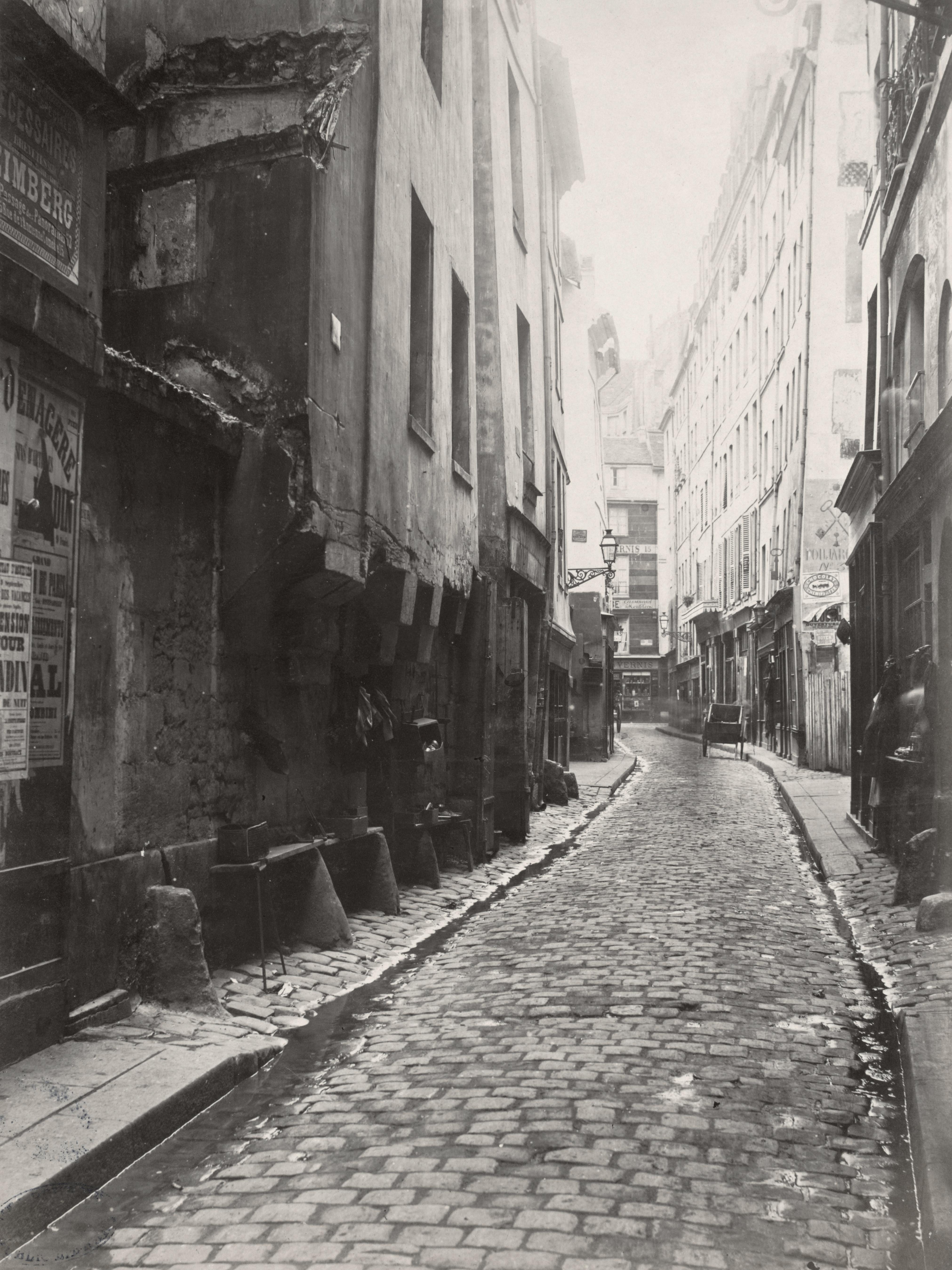 Rue Gregoire De Tours Paris
