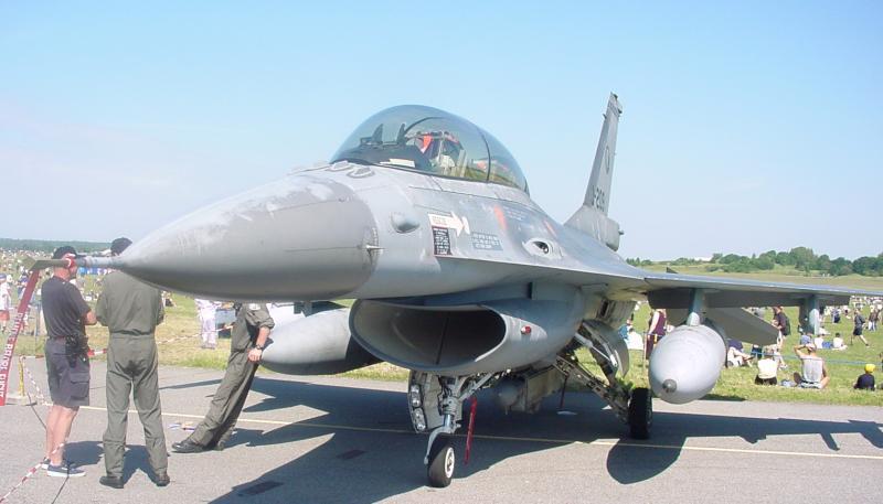 F16-fsn-2002.jpg