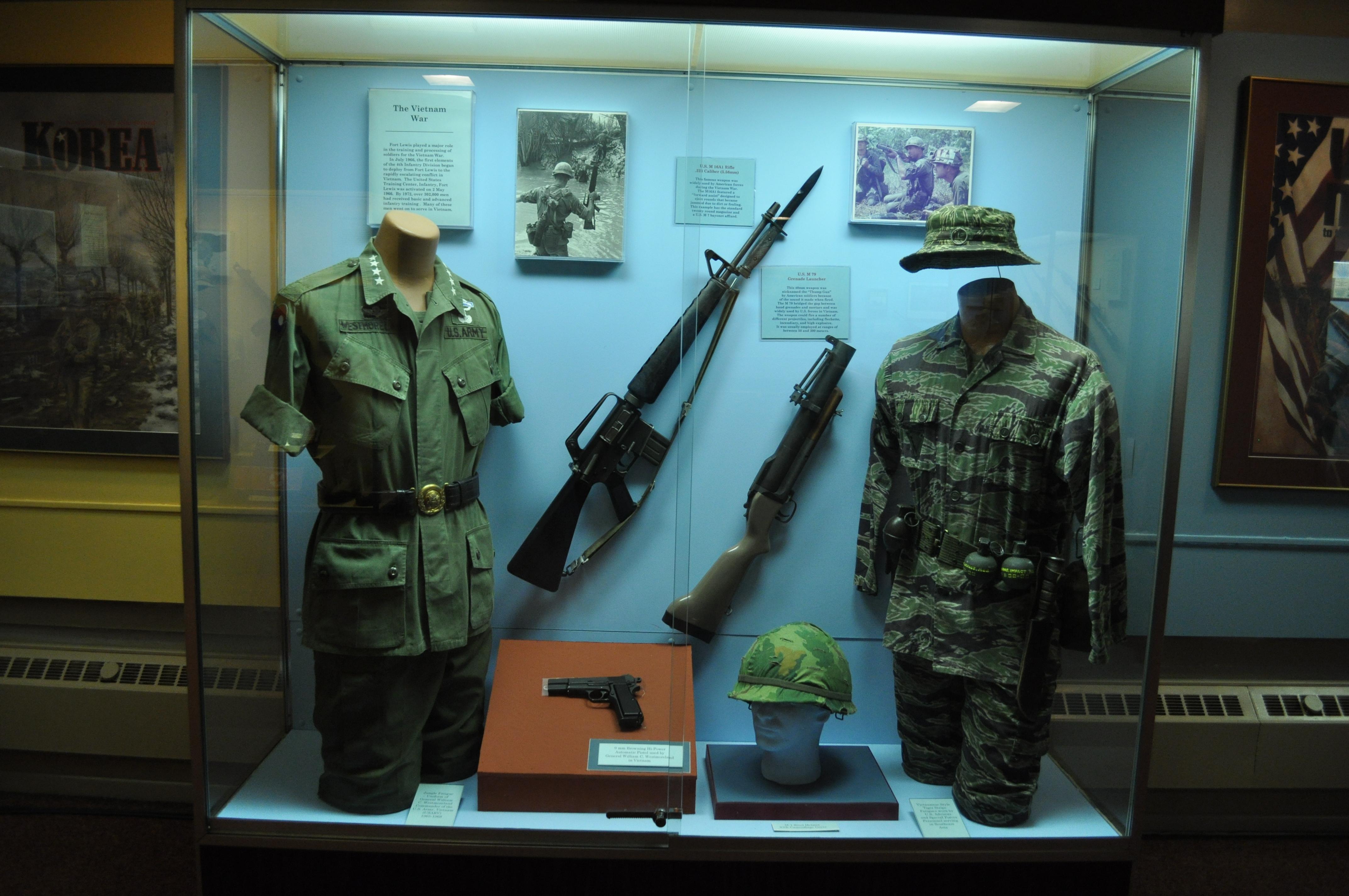 File:FLMM - Vietnam War uniforms & weapons jpg - Wikimedia Commons