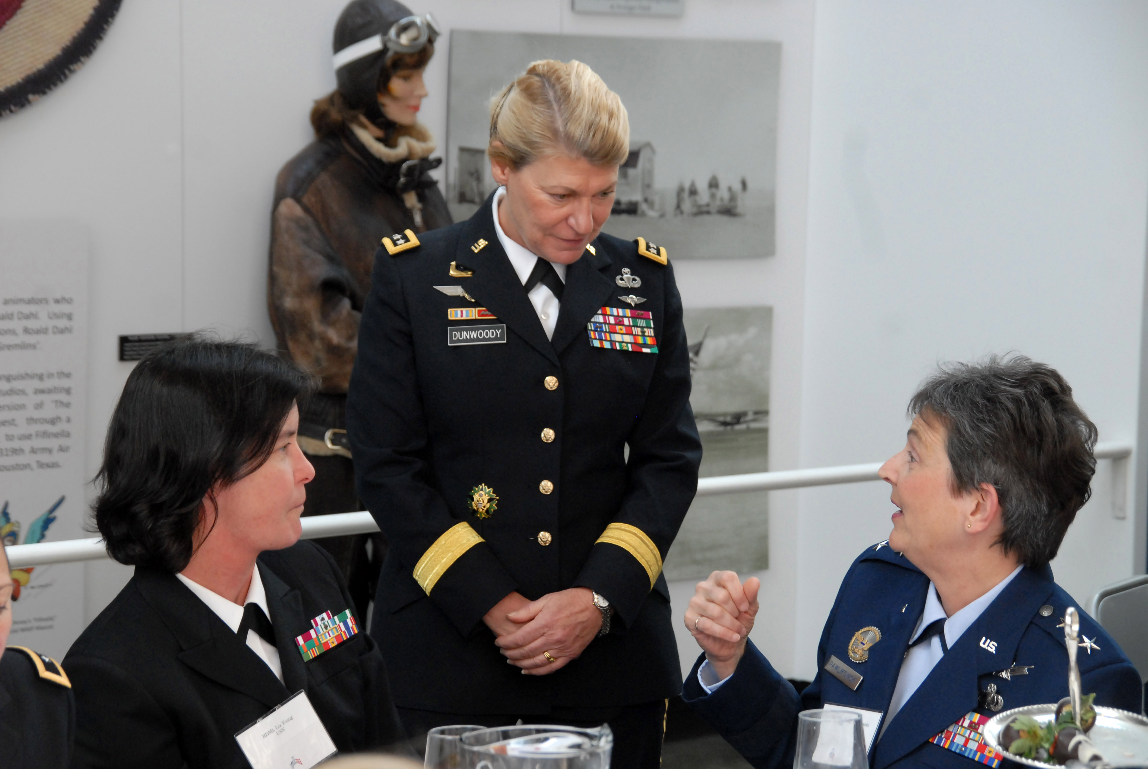 female military officer dating Meet single police men and police women in uniform at policesinglescom the police represent true honor and service in action the good part is these brave men and women single cops want to meet you for dating, romance, and friendship at policesinglescom start a free profile, and begin connecting now with our law enforcement community.
