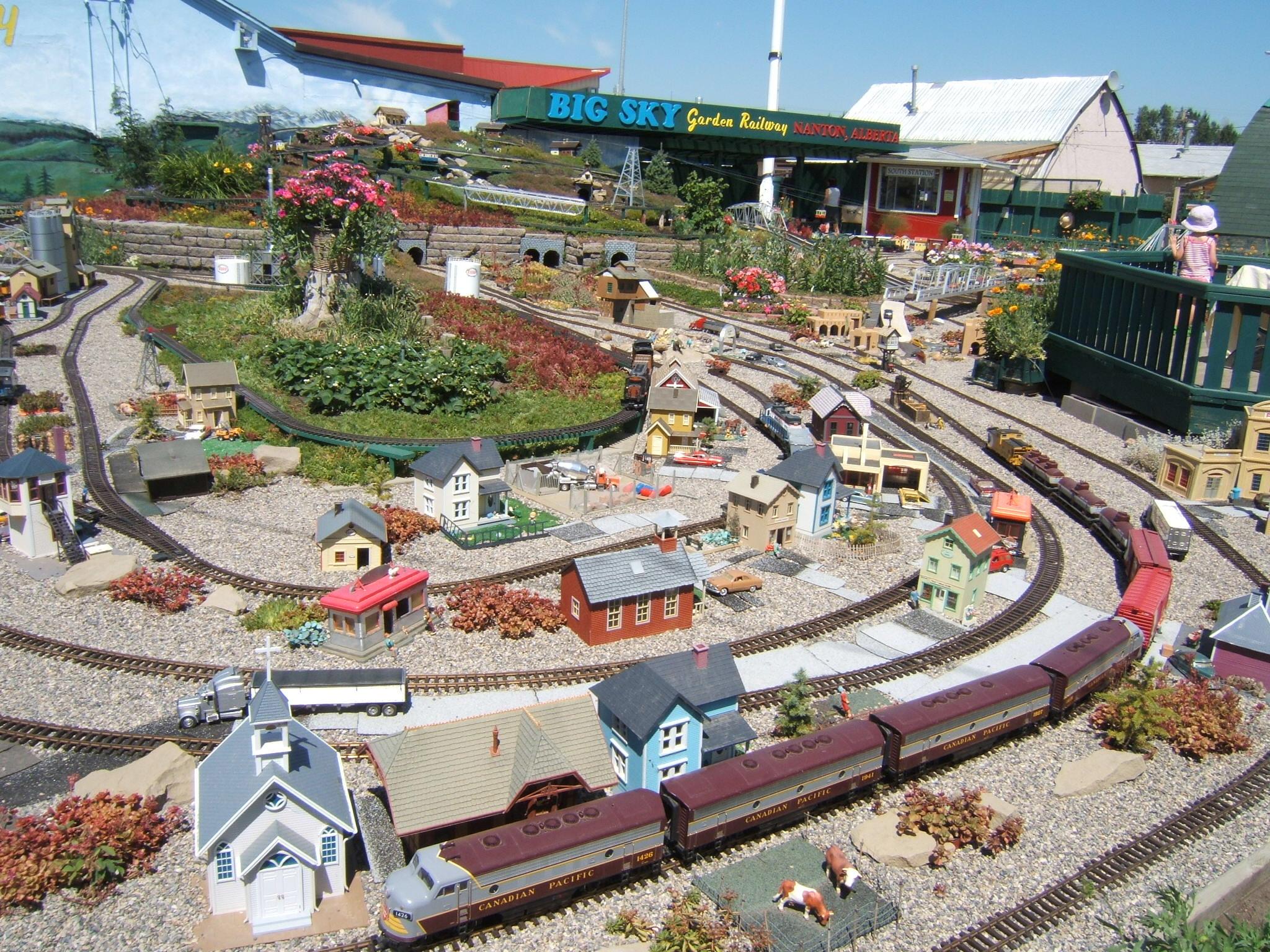 Garden railway, Nanton AB - panoramio