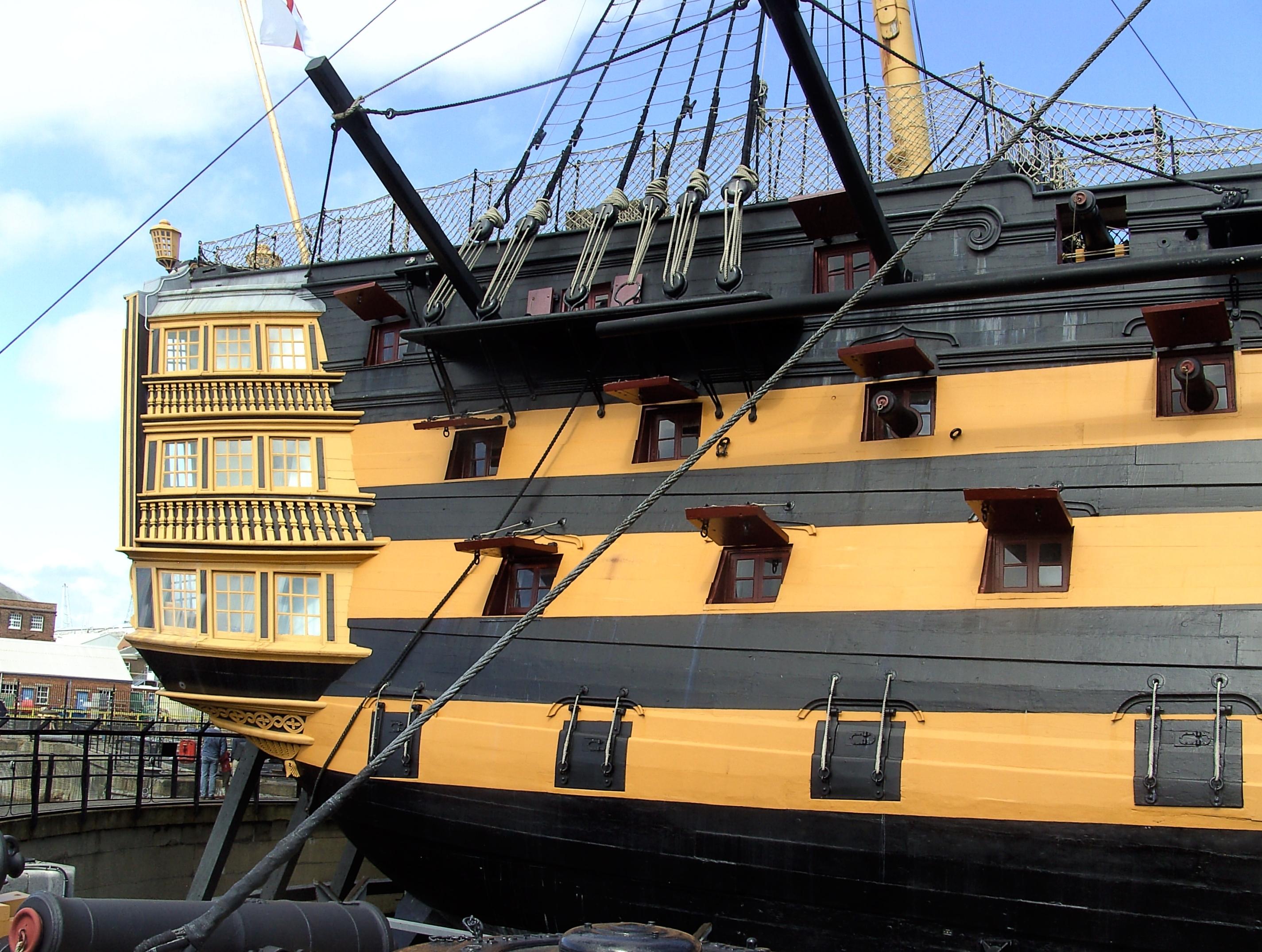 victory - Victory alla deriva - Pagina 2 HMS_Victory_(ship,_1765)_-_stern_view