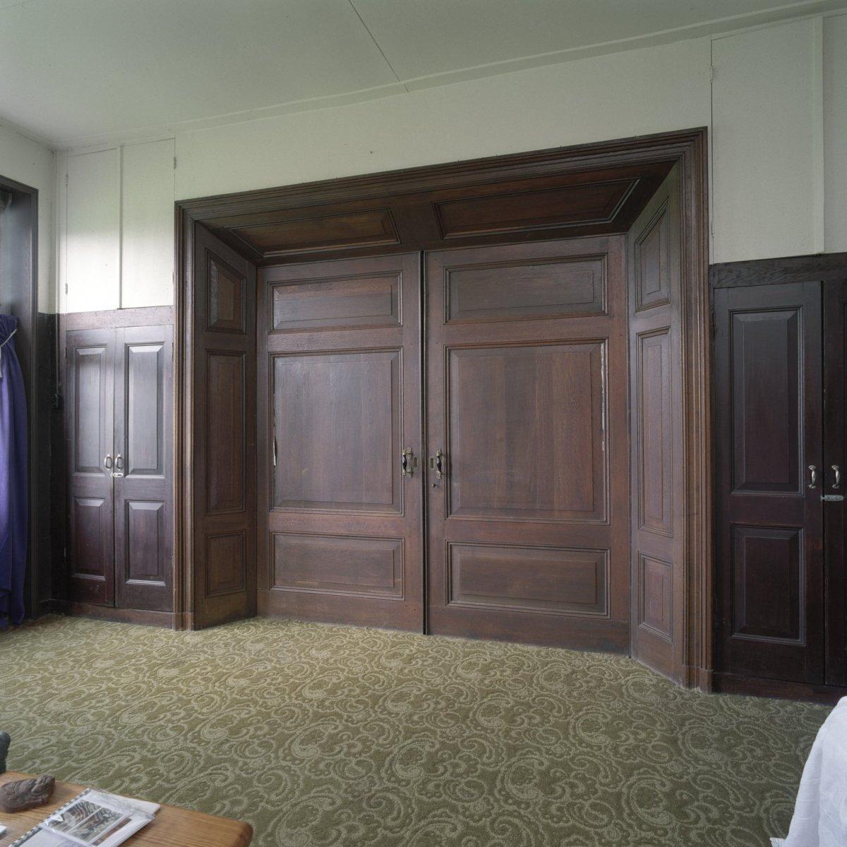File:Interieur woonhuis, dubbele deuren in de woonkamer ...