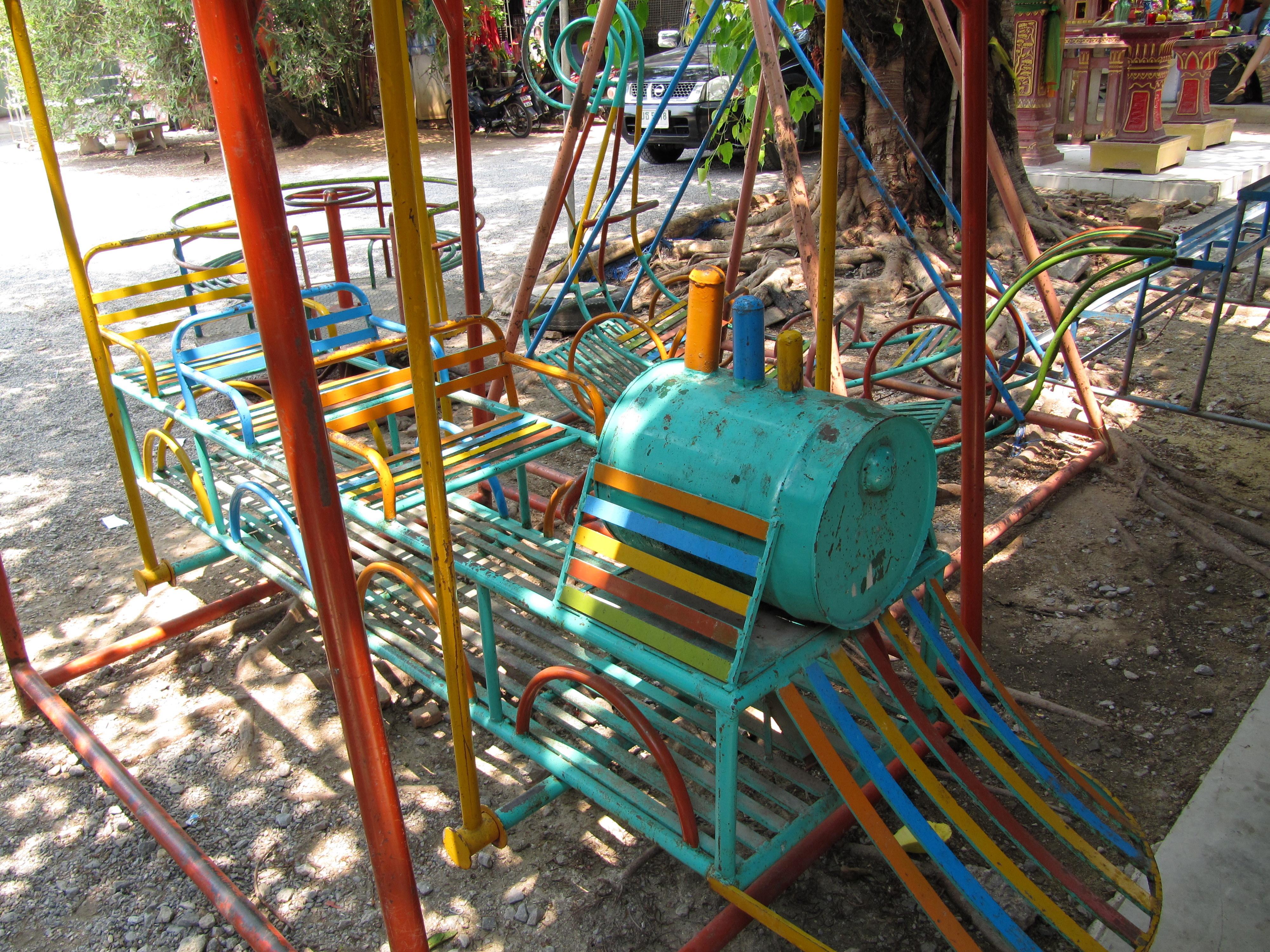 file jeux pour enfants dans un jardin wikimedia commons. Black Bedroom Furniture Sets. Home Design Ideas