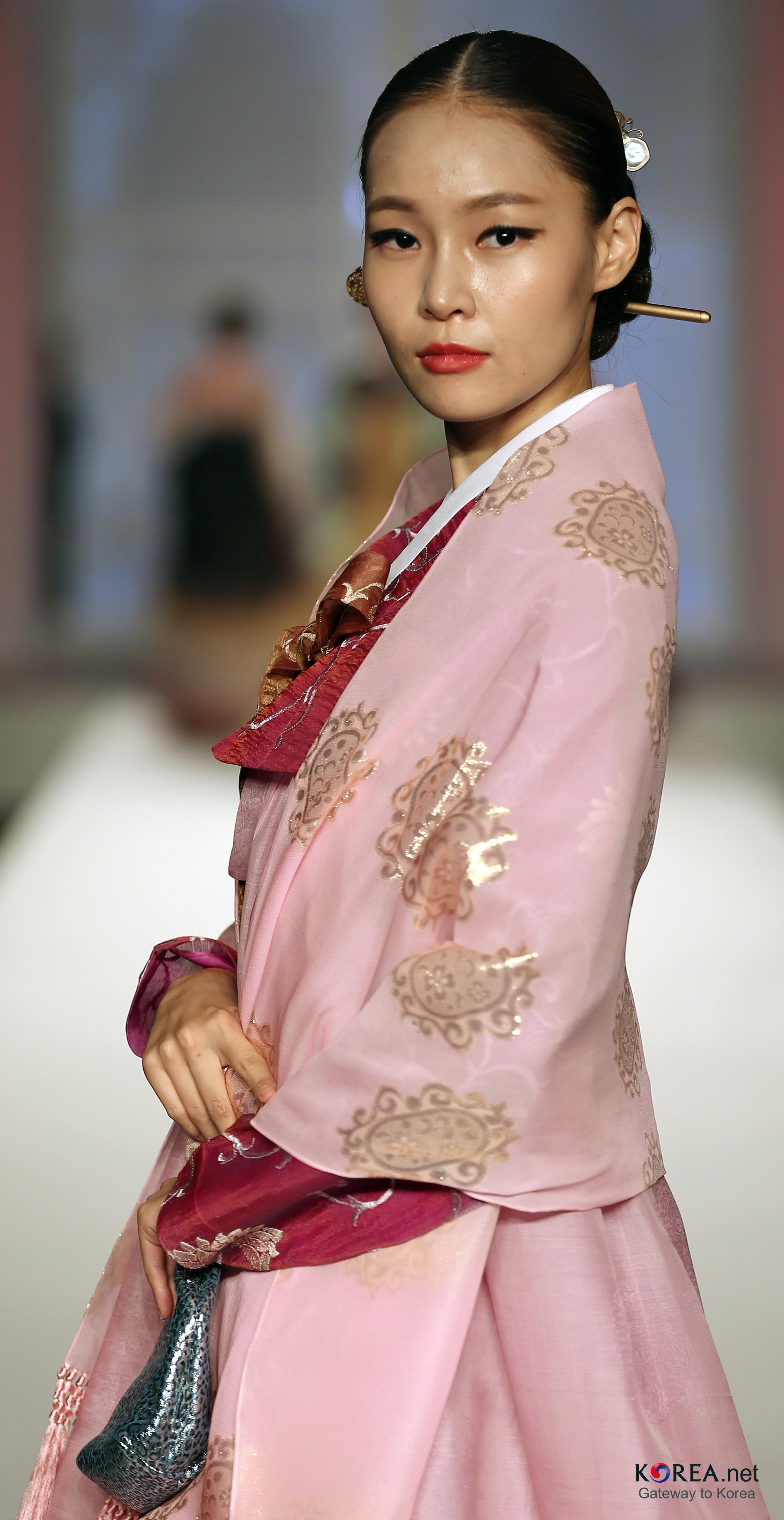 filekocis korea hanbokaodai fashionshow 47 9766191482