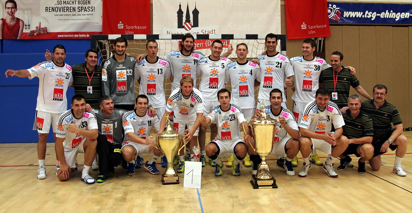 (MKB Veszprém Kézilabda) am 18. August 2013 in Ehingen (Donau) nach dem Gewinn des Sparkassen-Cup. English: The handball team of KC Veszprém (MKB Veszprém