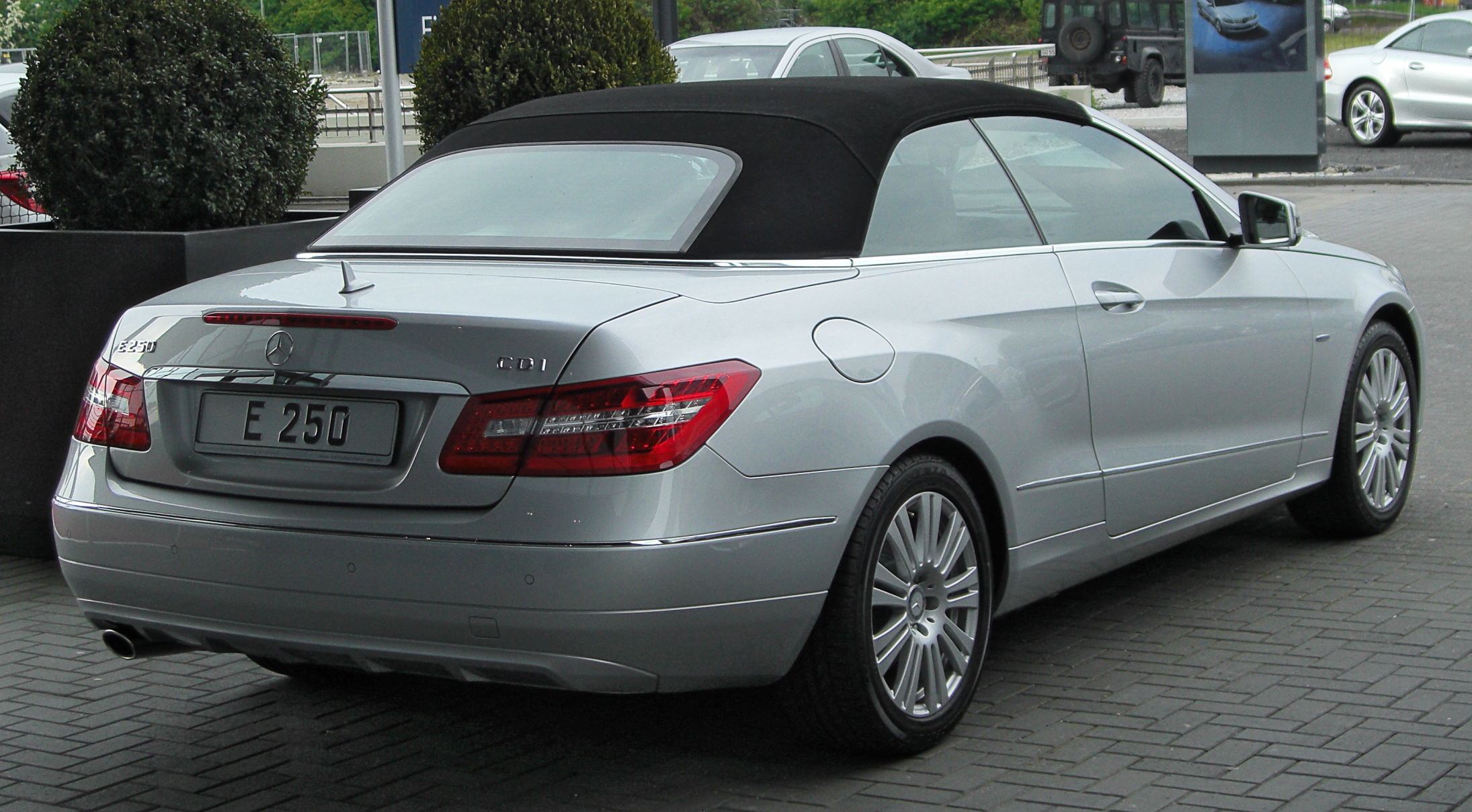 file mercedes e 250 cdi blueefficiency cabriolet a207. Black Bedroom Furniture Sets. Home Design Ideas