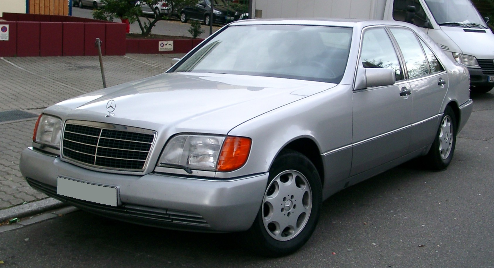 File mercedes w140 front wikimedia commons for Mercedes benz 400 se