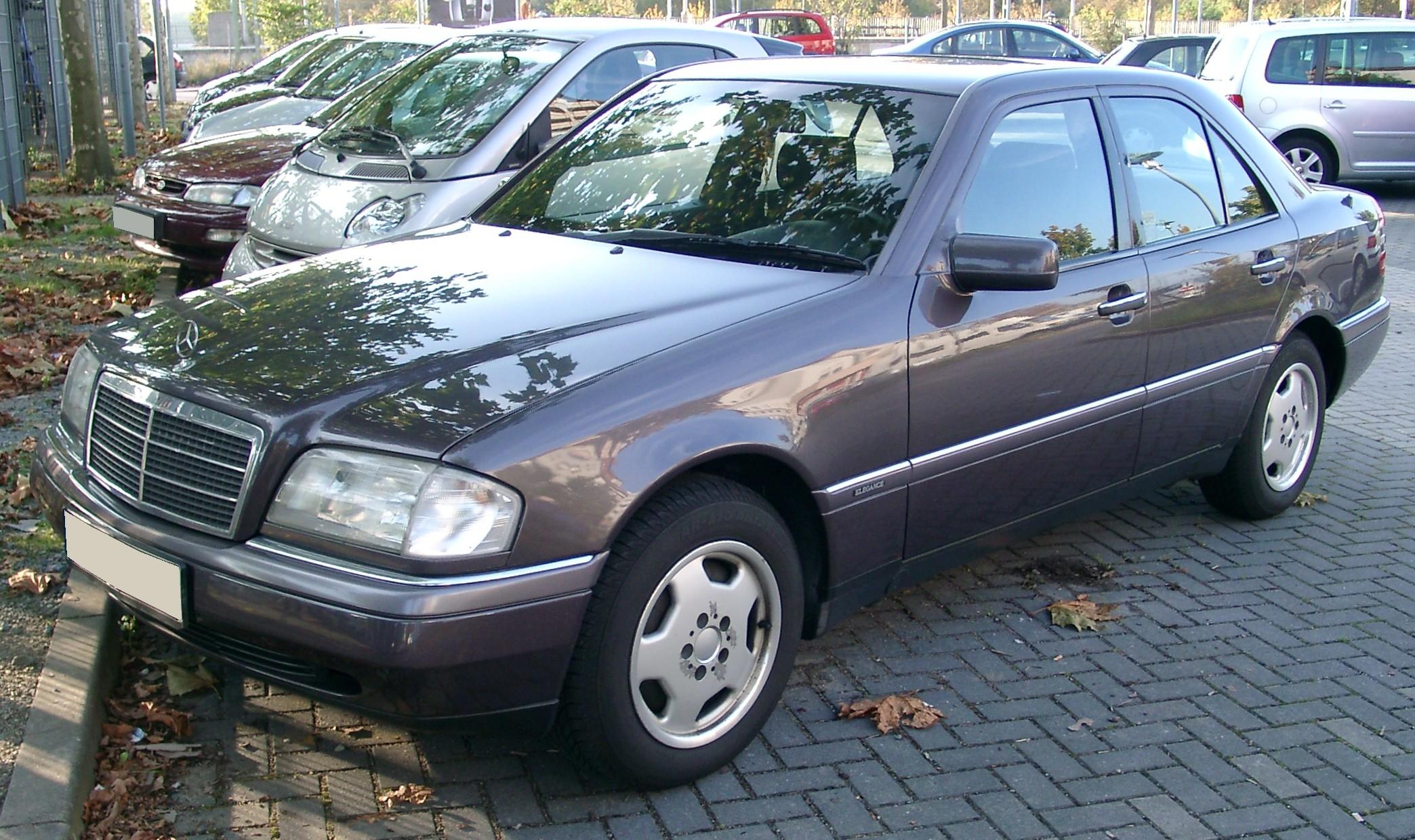 File:Mercedes W202 front 20071022.jpg - Wikimedia Commons