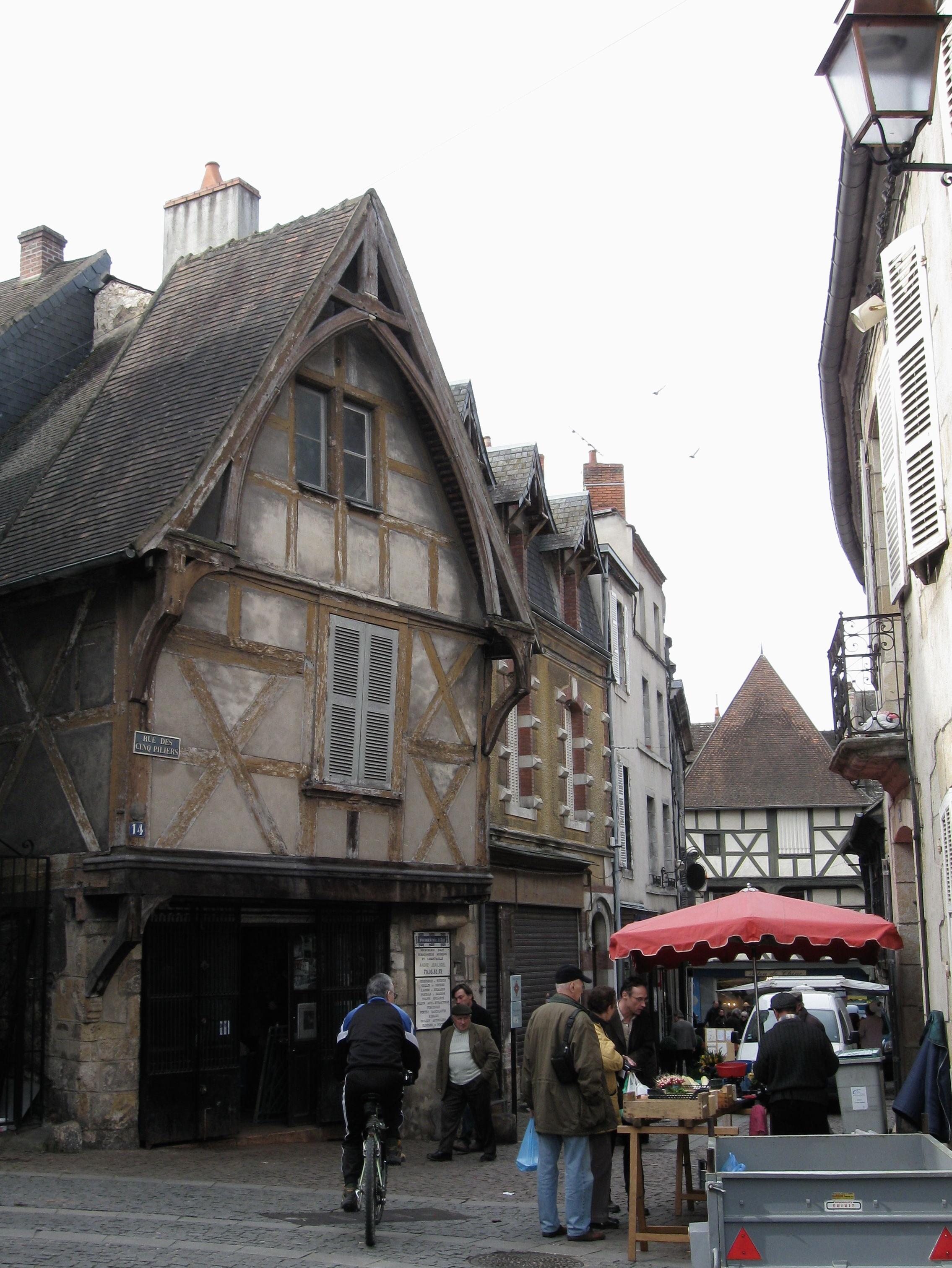Montlucon France  city photo : Montluçon rue des Cinq Piliers 1 Wikimedia Commons