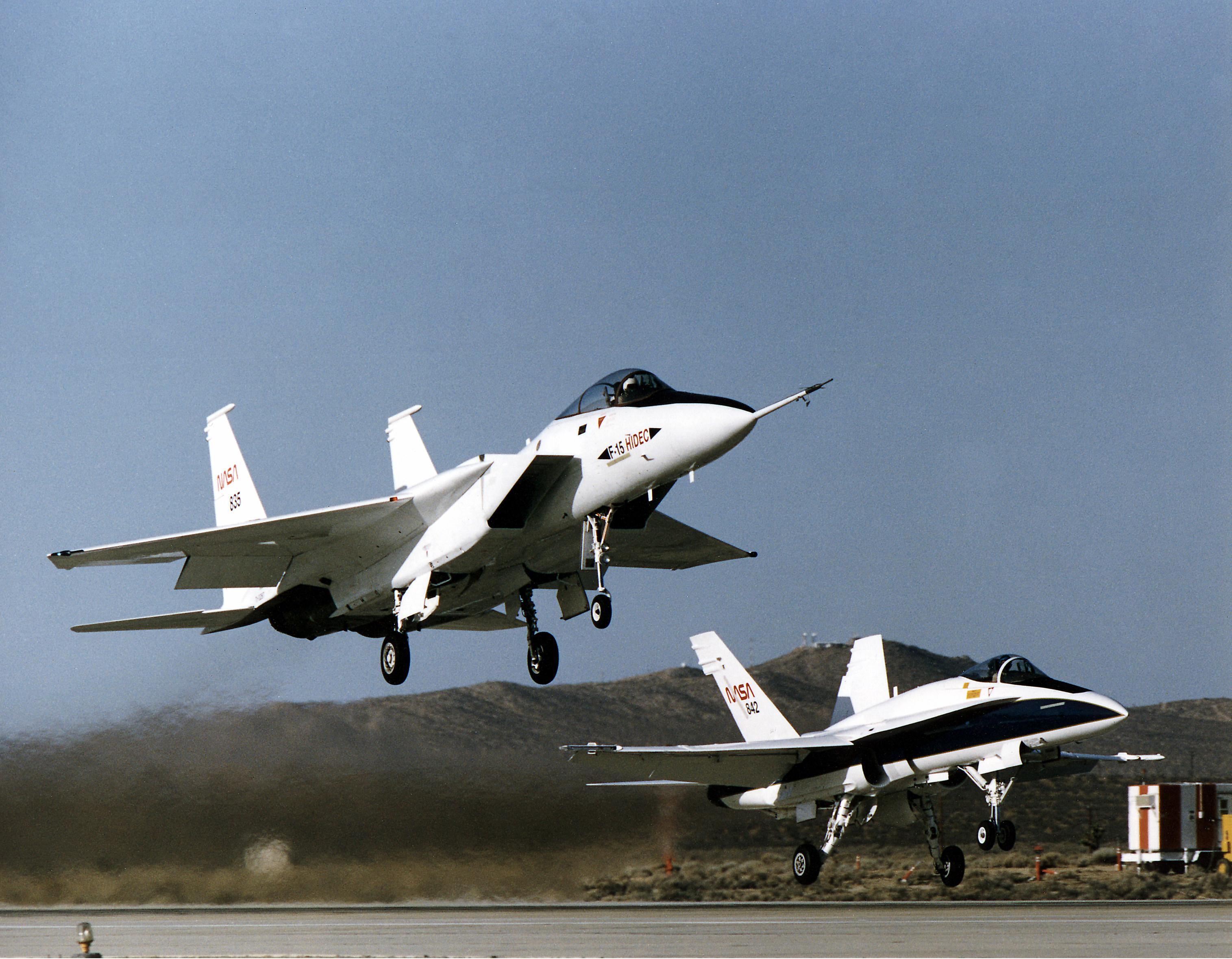 File:NASA HiDEC F-15A with F-18.jpg - Wikimedia Commons
