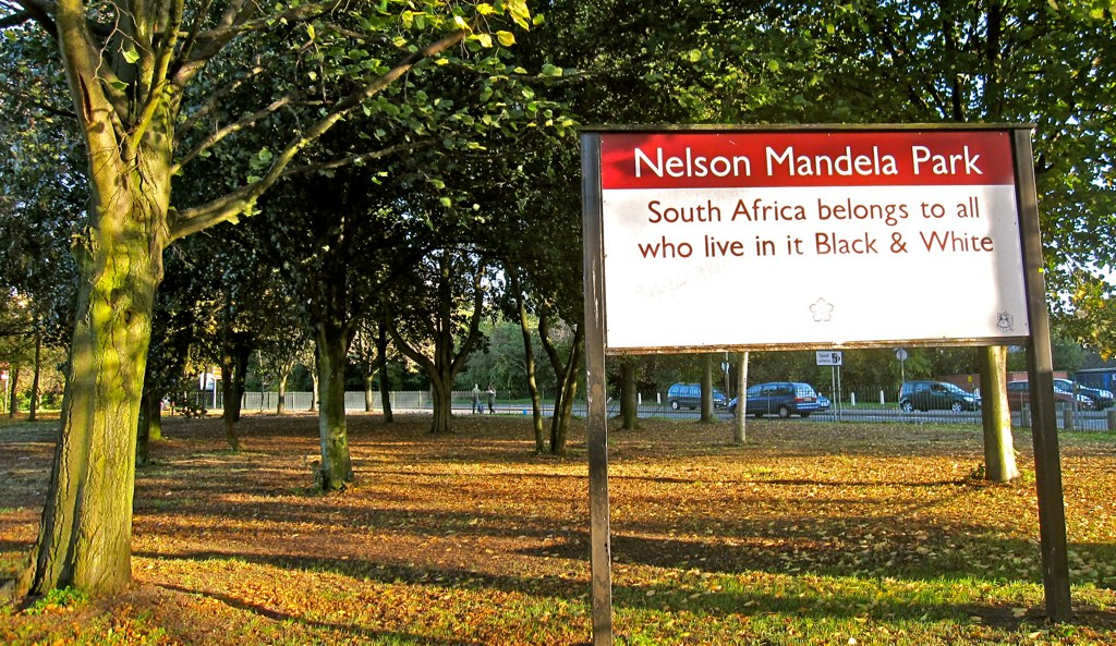 Mandela >> File:Nelson Mandela Park sign, Leicester, UK - 20101010.jpg - Wikimedia Commons